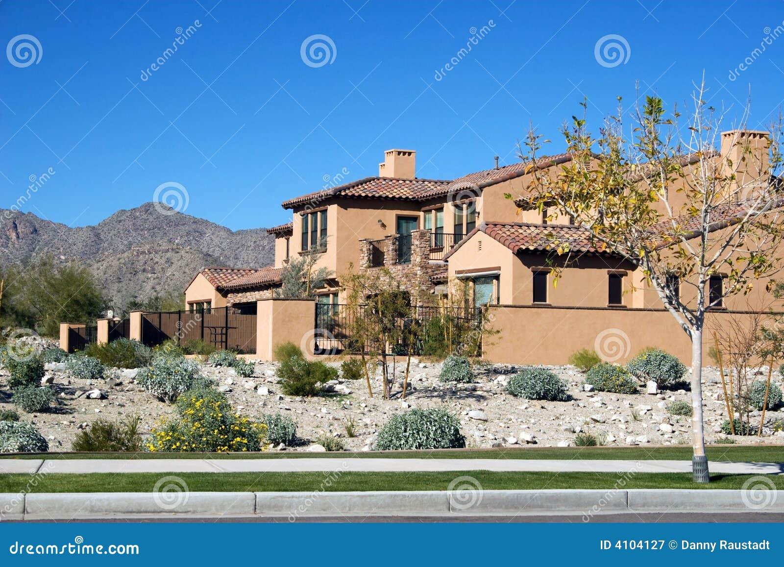 HOME moderna no deserto