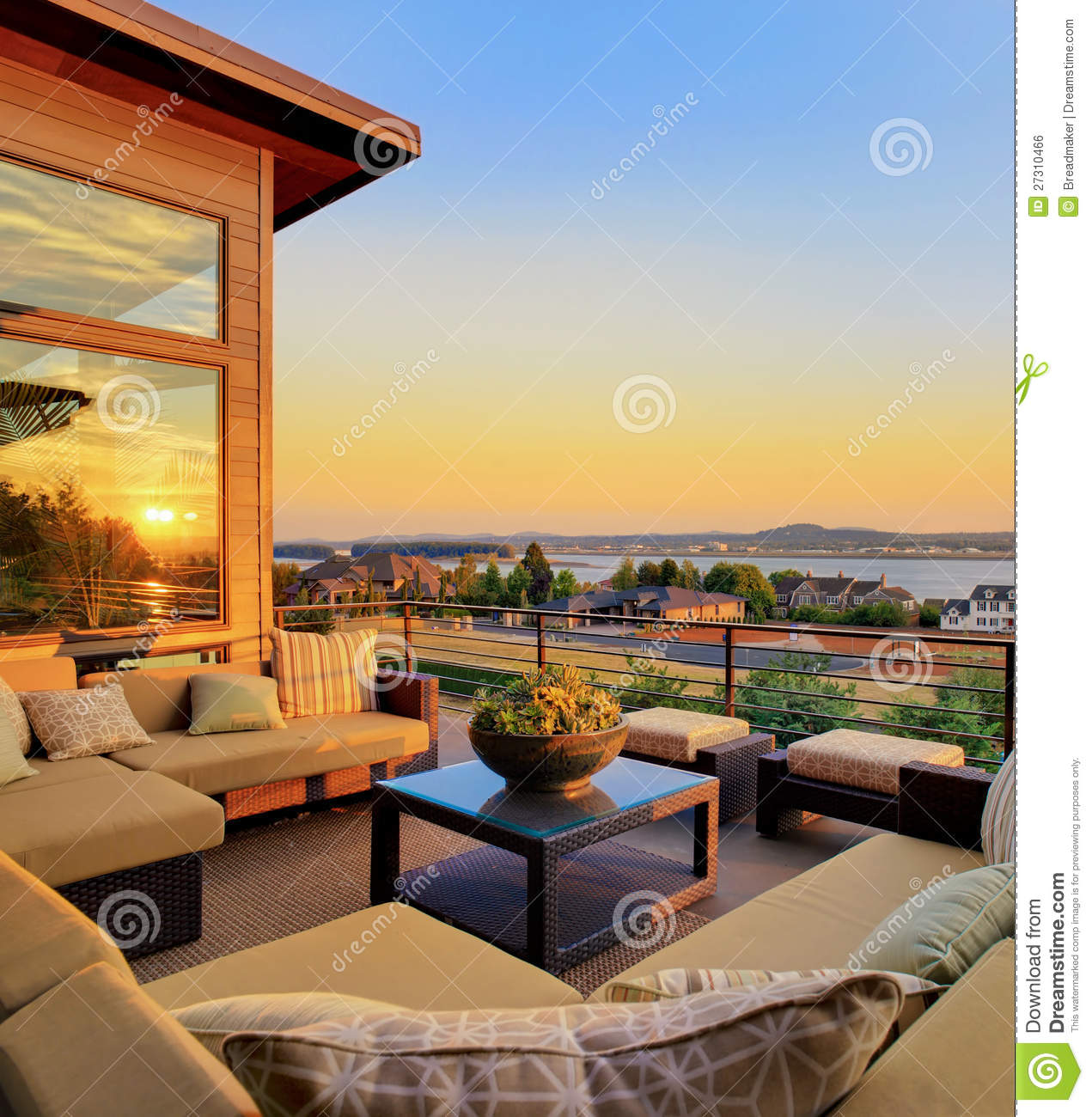 Sunset View Apartments: Home With Outdoor Patio And Sunset View Stock Photo