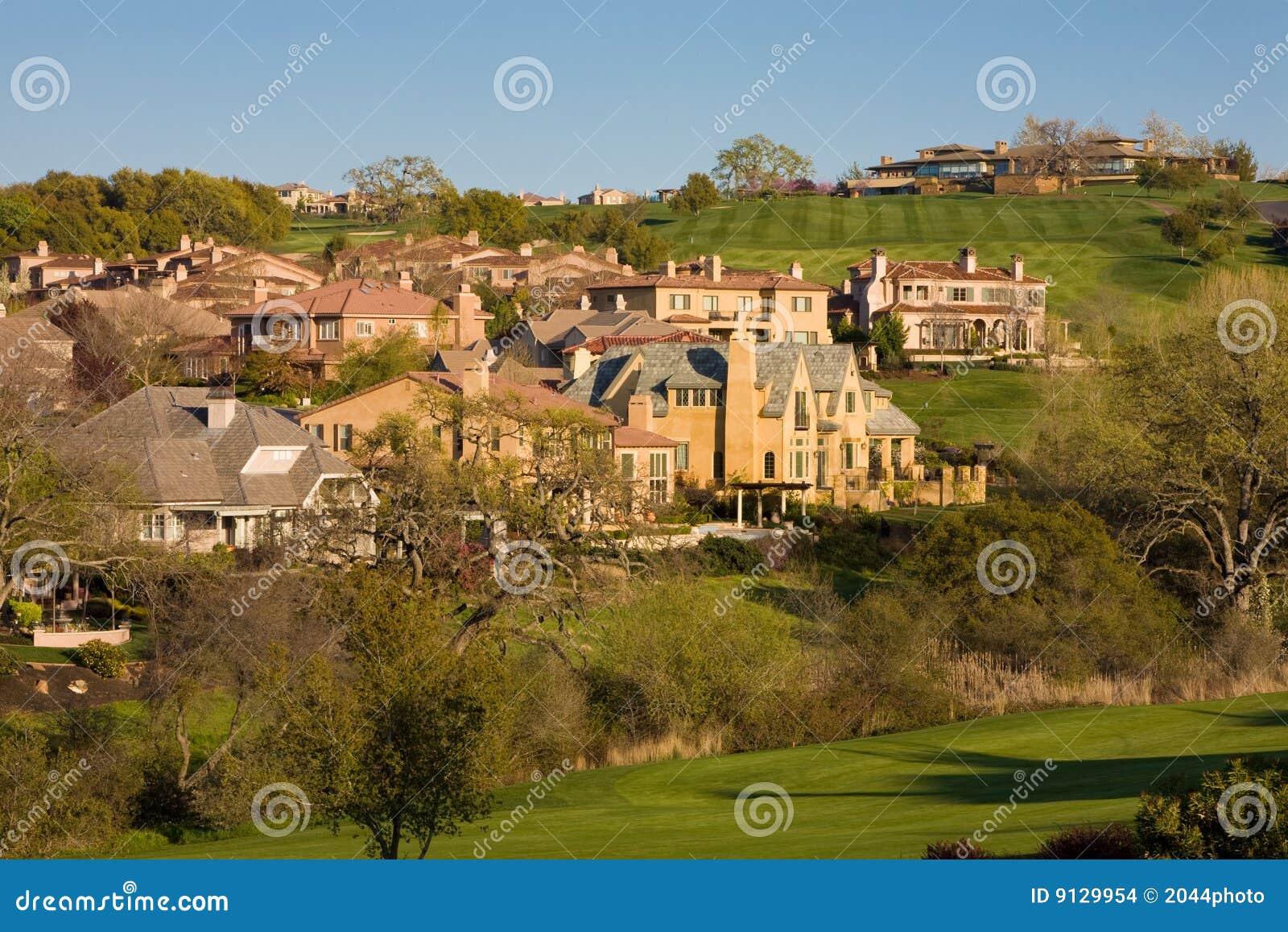 HOME residenciais em um campo de golfe montanhoso