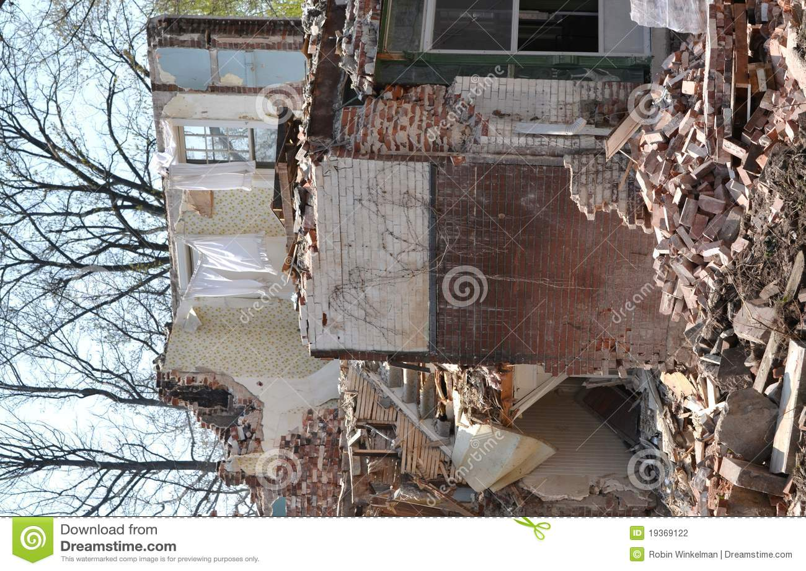 HOME velha nas ruínas