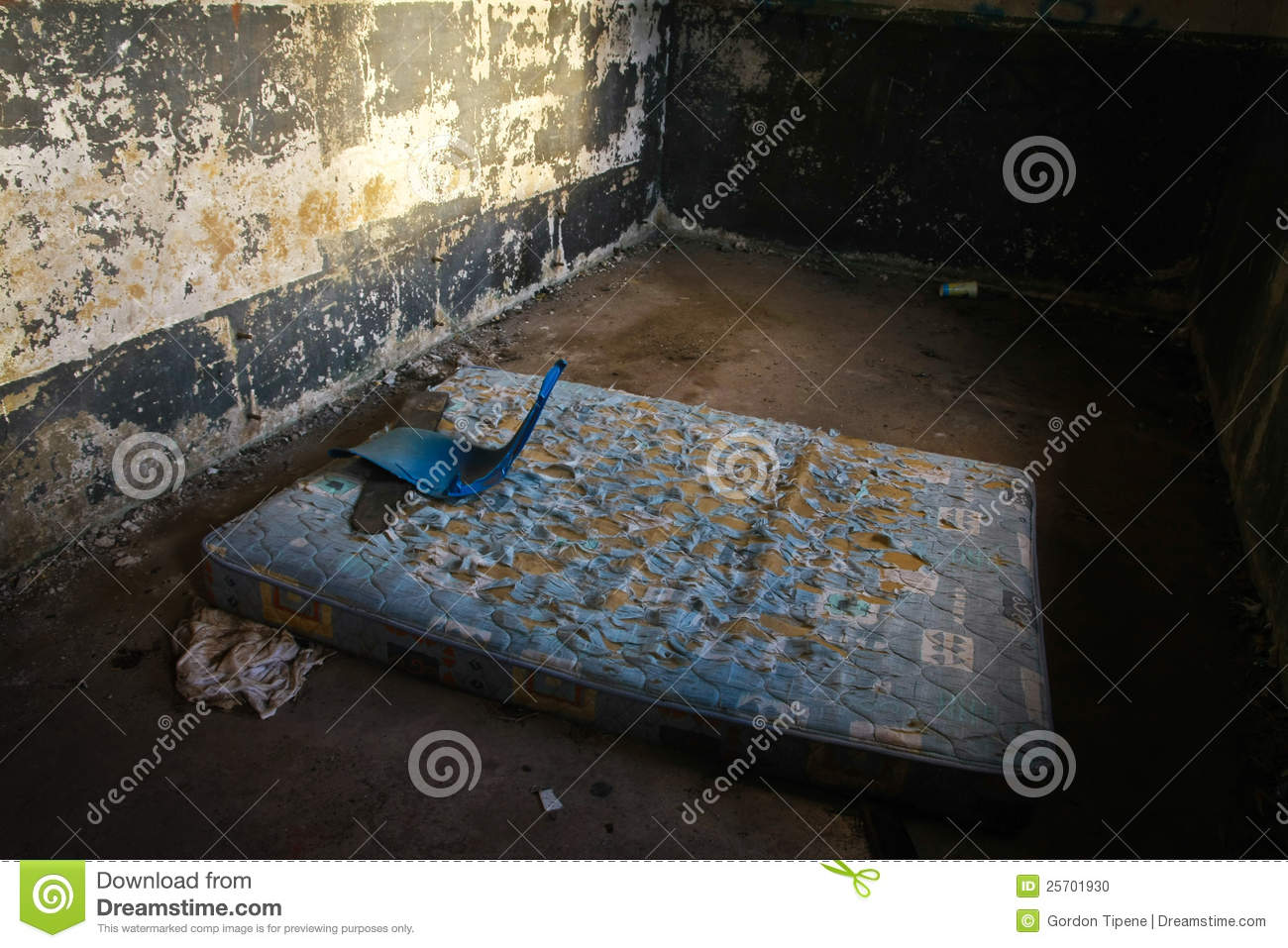 Outstanding Homeless Persons Bed For The Night Stock Photo Image Of Complete Home Design Collection Barbaintelli Responsecom