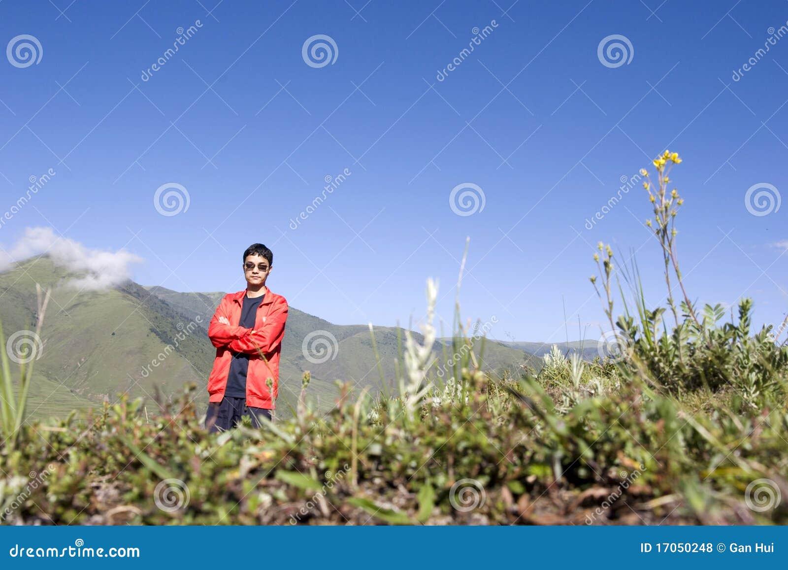 homem-bonito-na-natureza-17050248.jpg