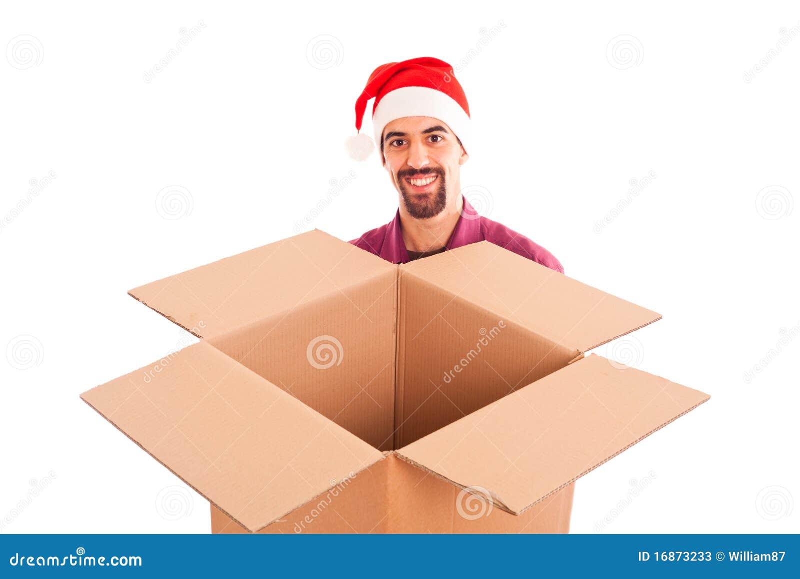Homem com caixa