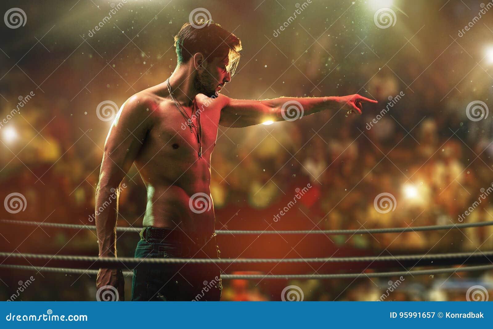 Homem considerável, muscular no anel do clube da luta