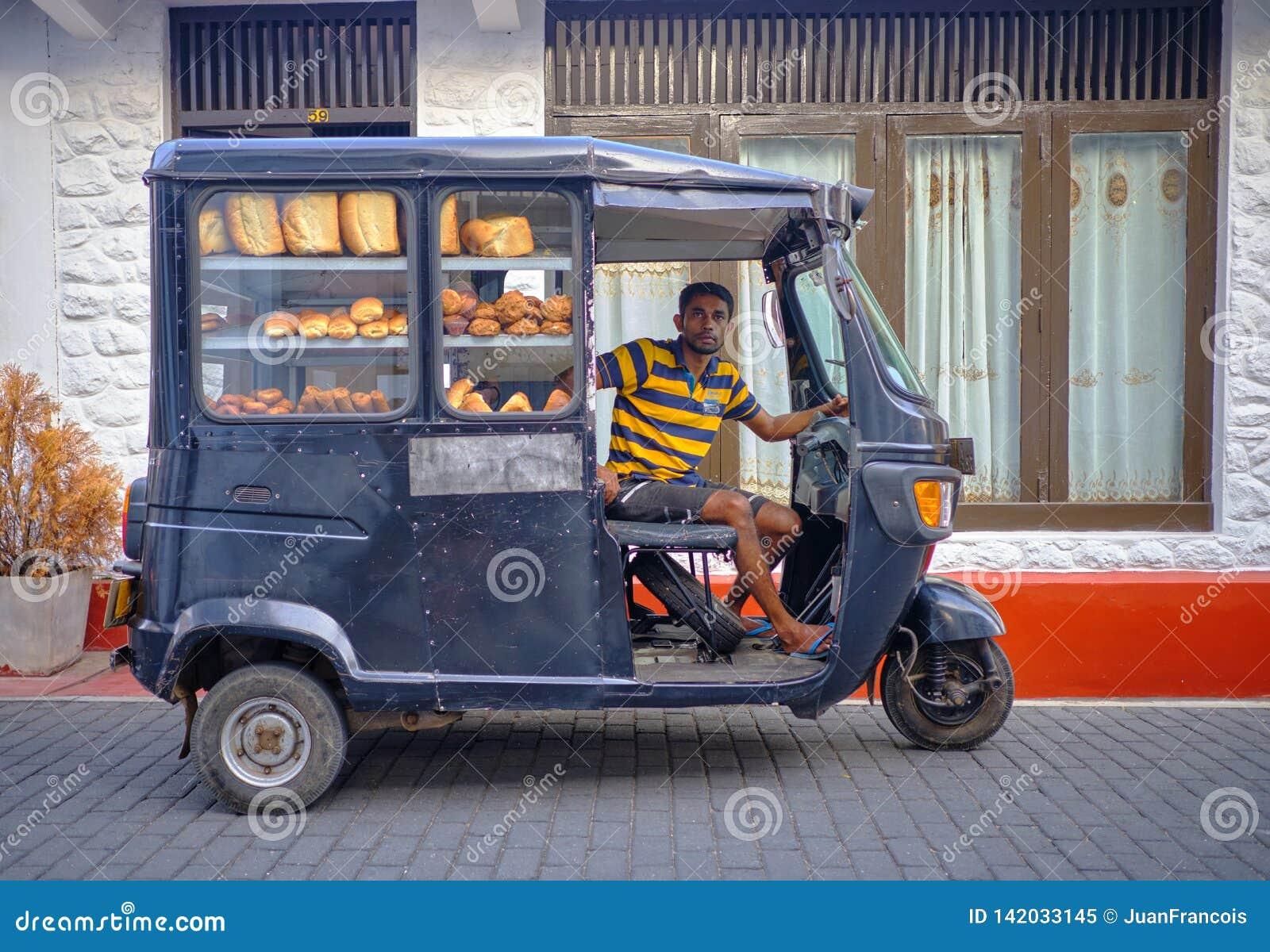 Homem de entrega do pão