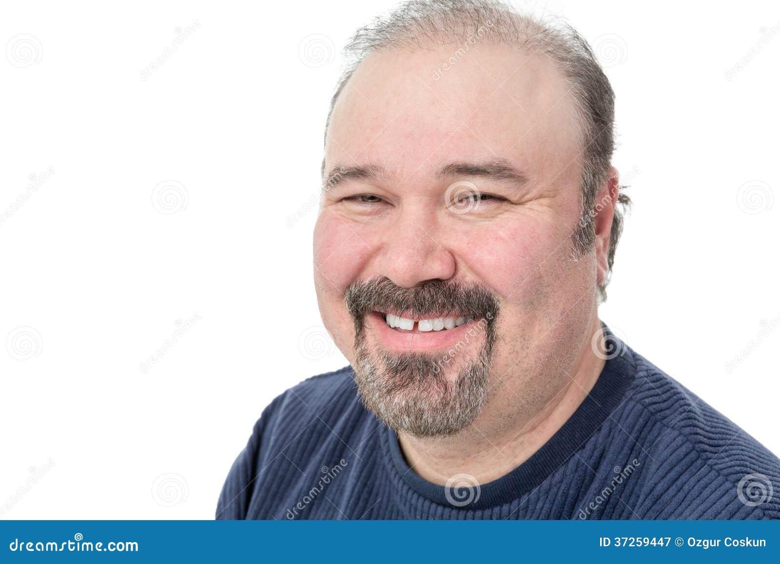 Homem de meia idade que aprecia um bom riso
