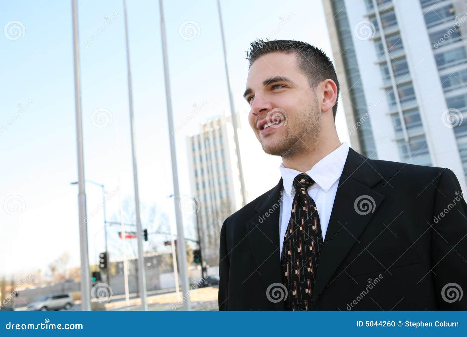 Homem de negócio considerável