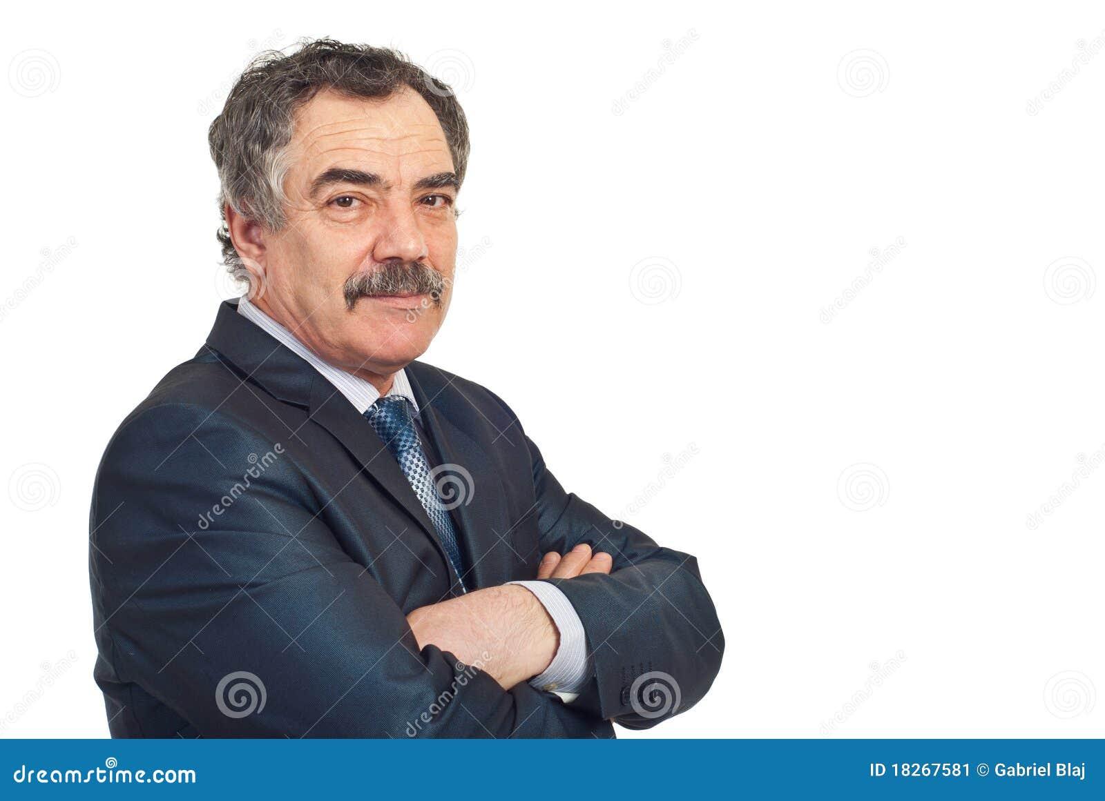 Homem de negócio maduro com sorriso macio
