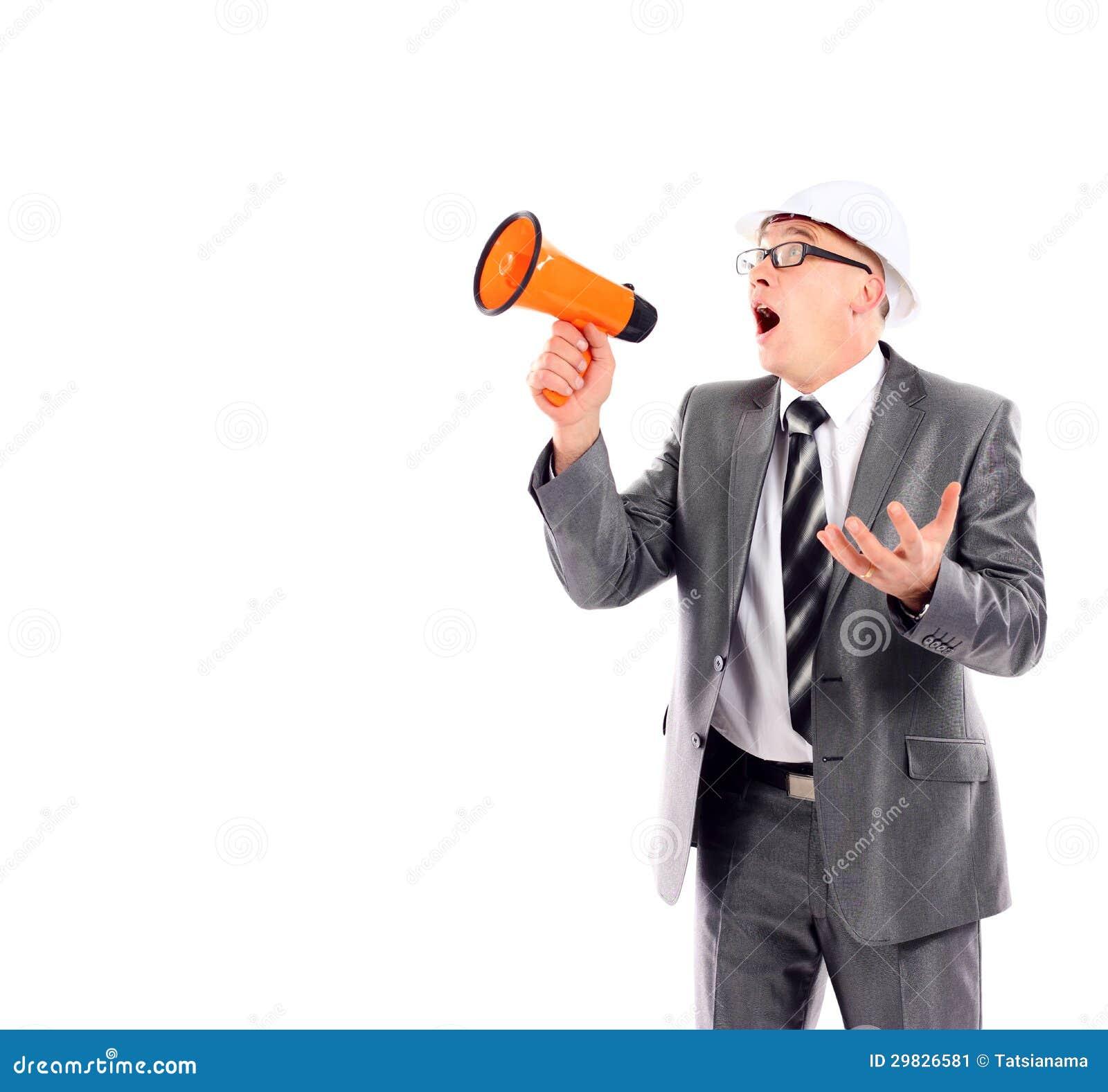 Homem de negócio que grita através de um megafone
