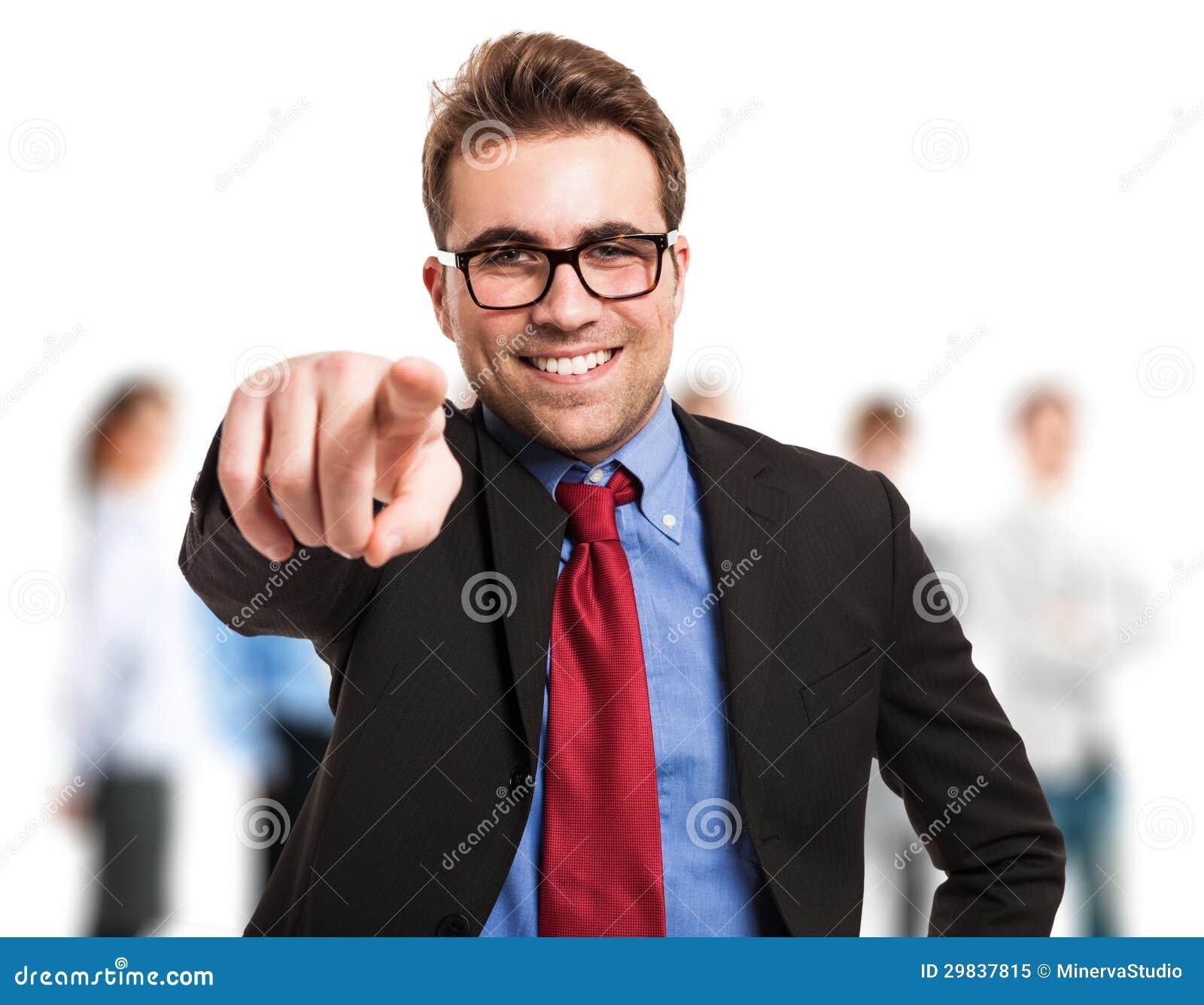 Homem de negócios que aponta seu dedo em você