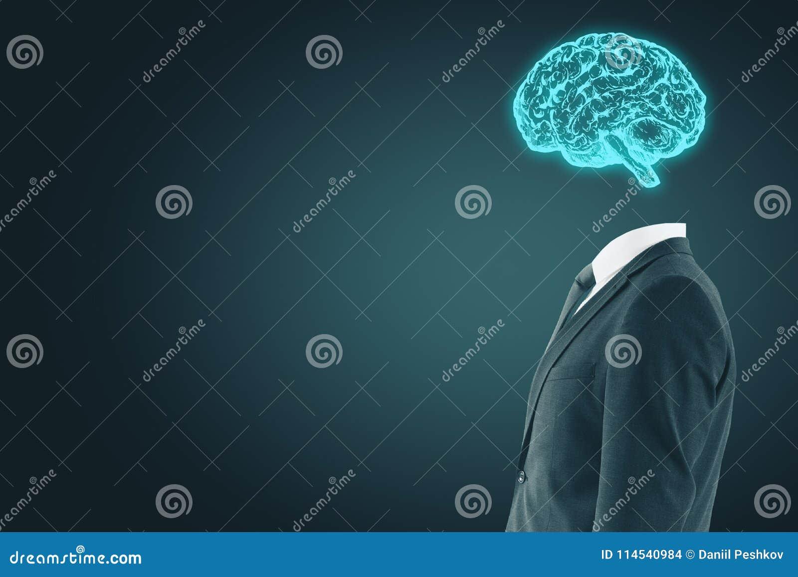 Homem de negócios com cérebro digital