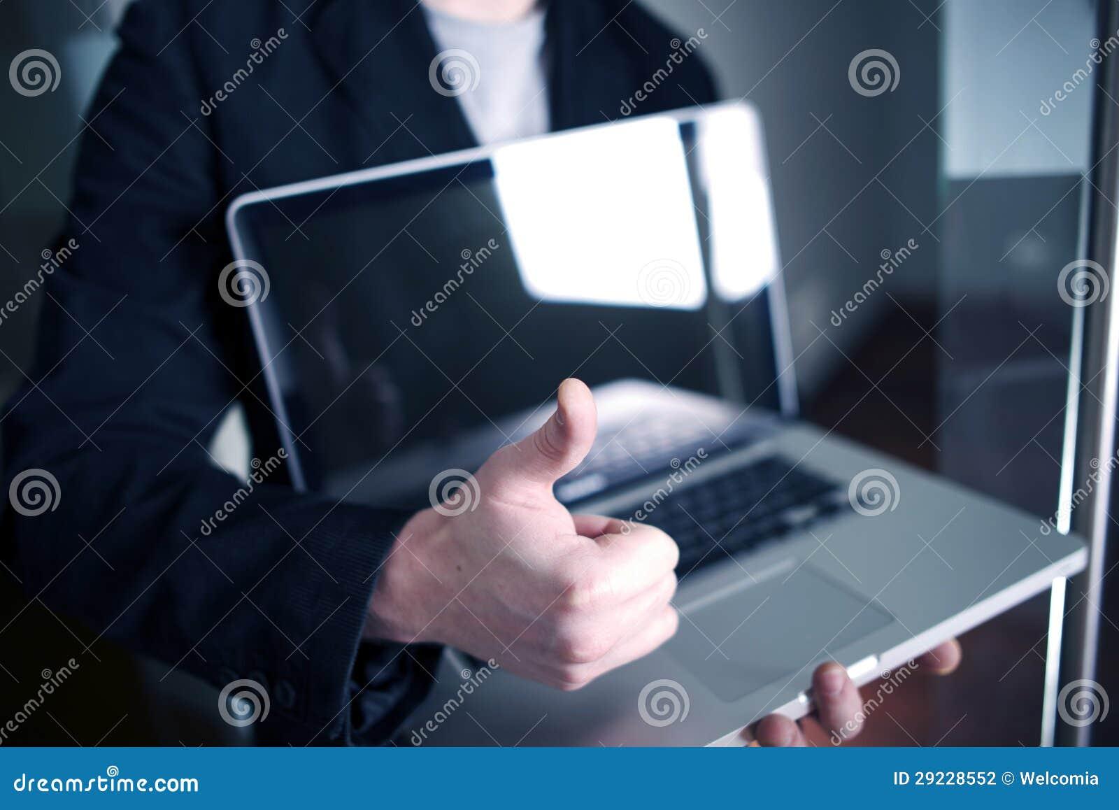 Download Homem De Negócios Com Portátil Foto de Stock - Imagem de conexão, trabalho: 29228552