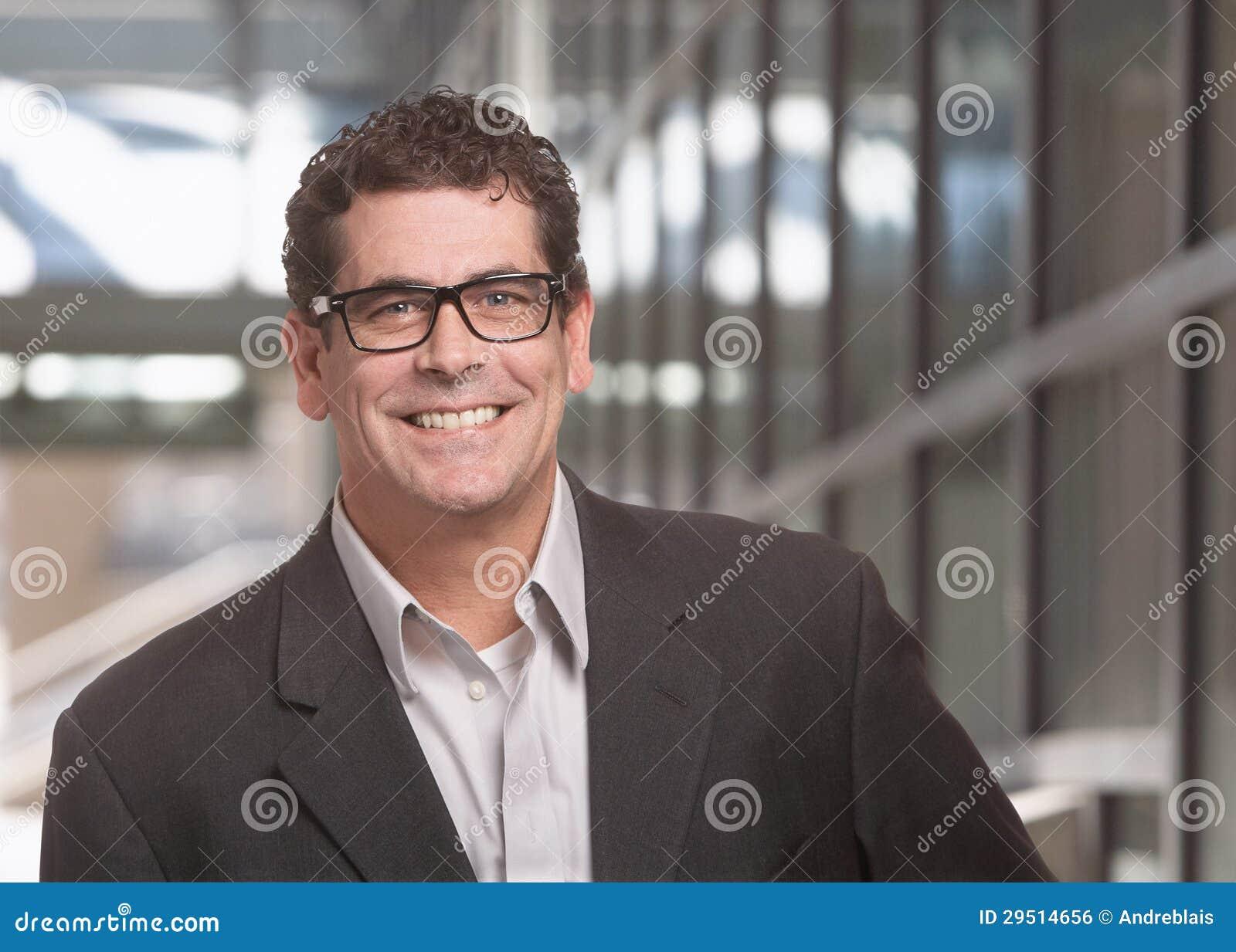 Homem de negócios considerável