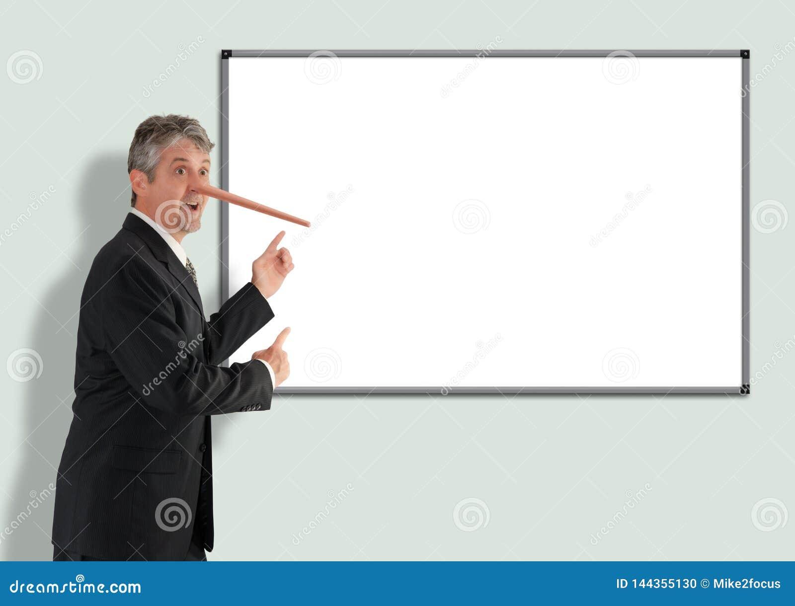 Homem de negócios desonesto de encontro com crescimento do nariz de Pinocchio que aponta para anular a placa branca