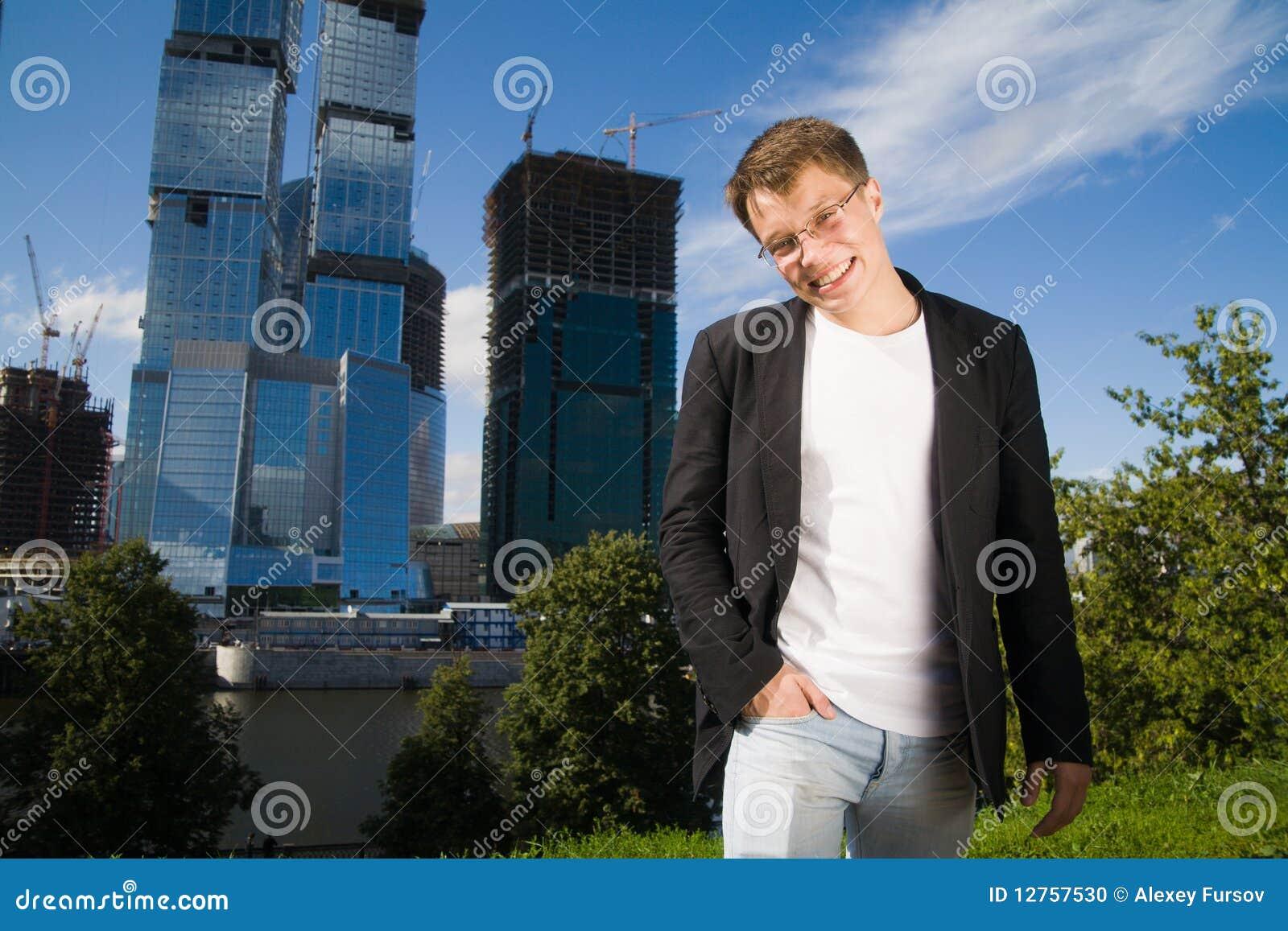 Homem de negócios novo