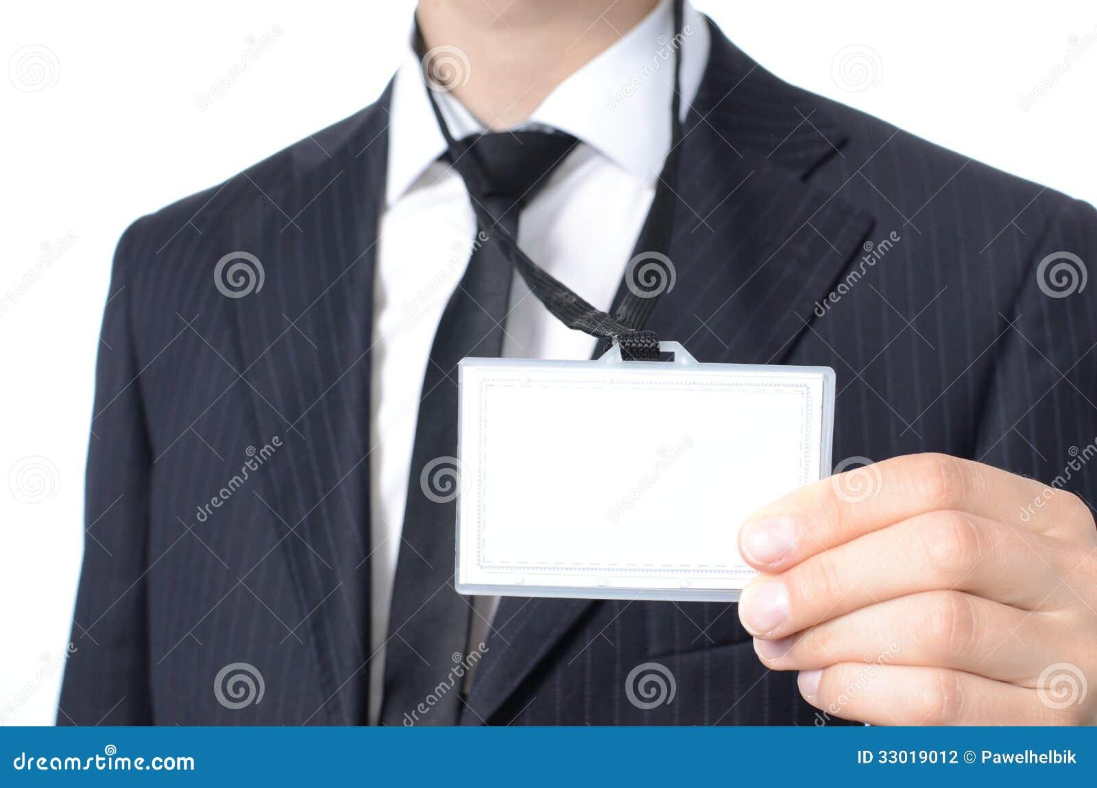 Homem de negócios novo com cartão de identidade