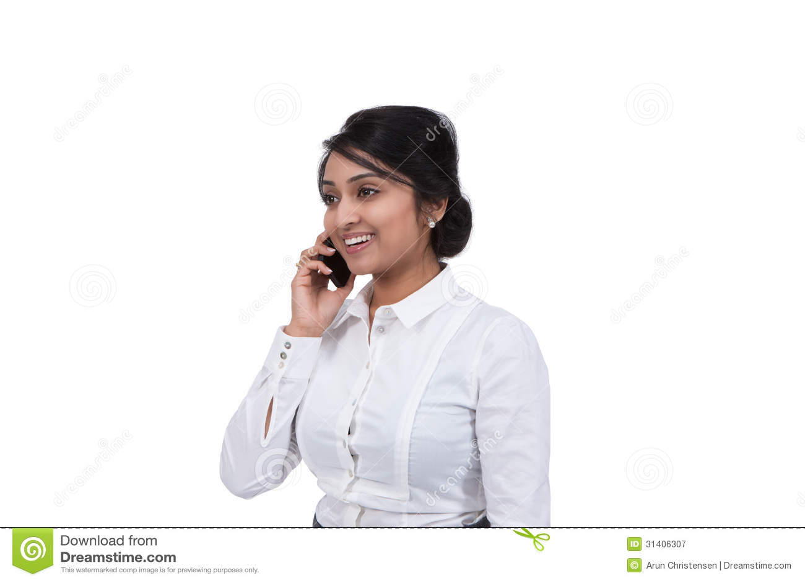 Homem de negócios que fala no telemóvel