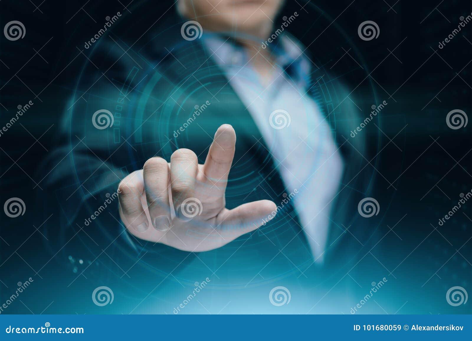 Homem de negócios que pressiona a tecla Conceito do negócio do Internet da tecnologia da inovação Espaço para o texto