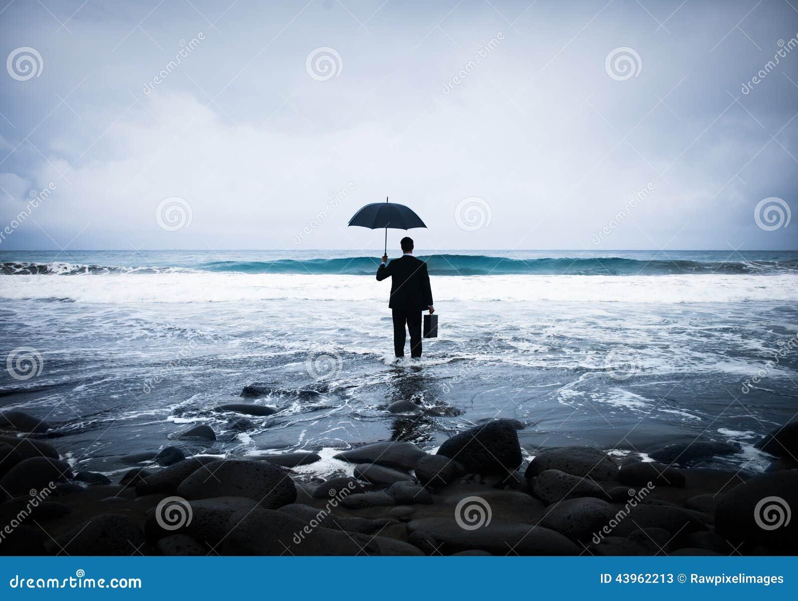 Homem de negócios só Alone na praia