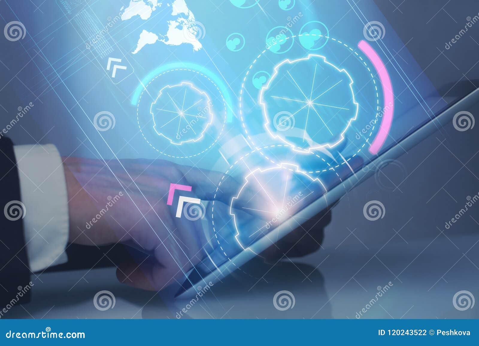 Homem de negócios, tabuleta digital e Cyberspace