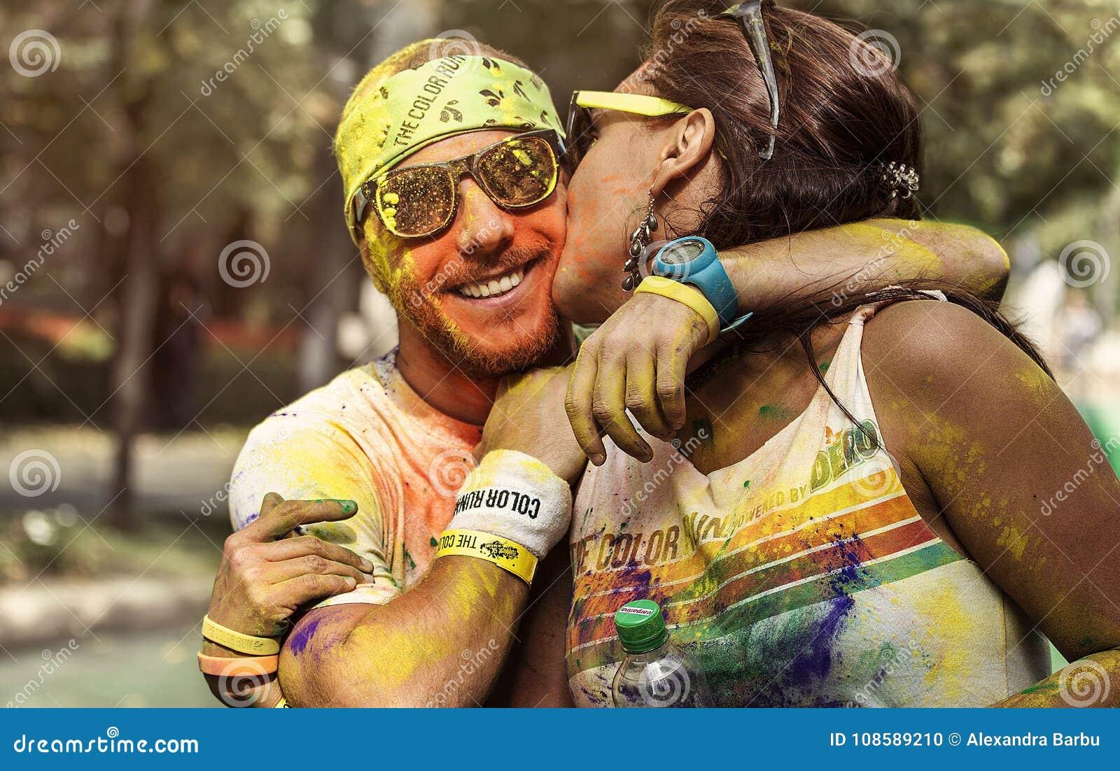 Homem e mulher na corrida Bucareste da cor