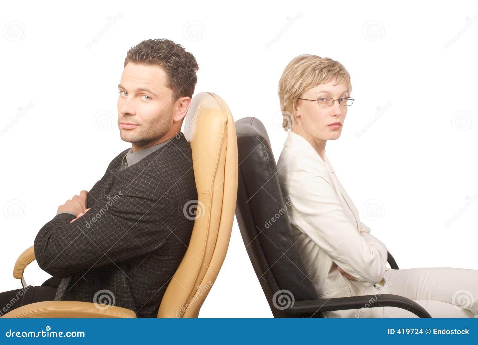 Homem e mulher - sócios de negócio