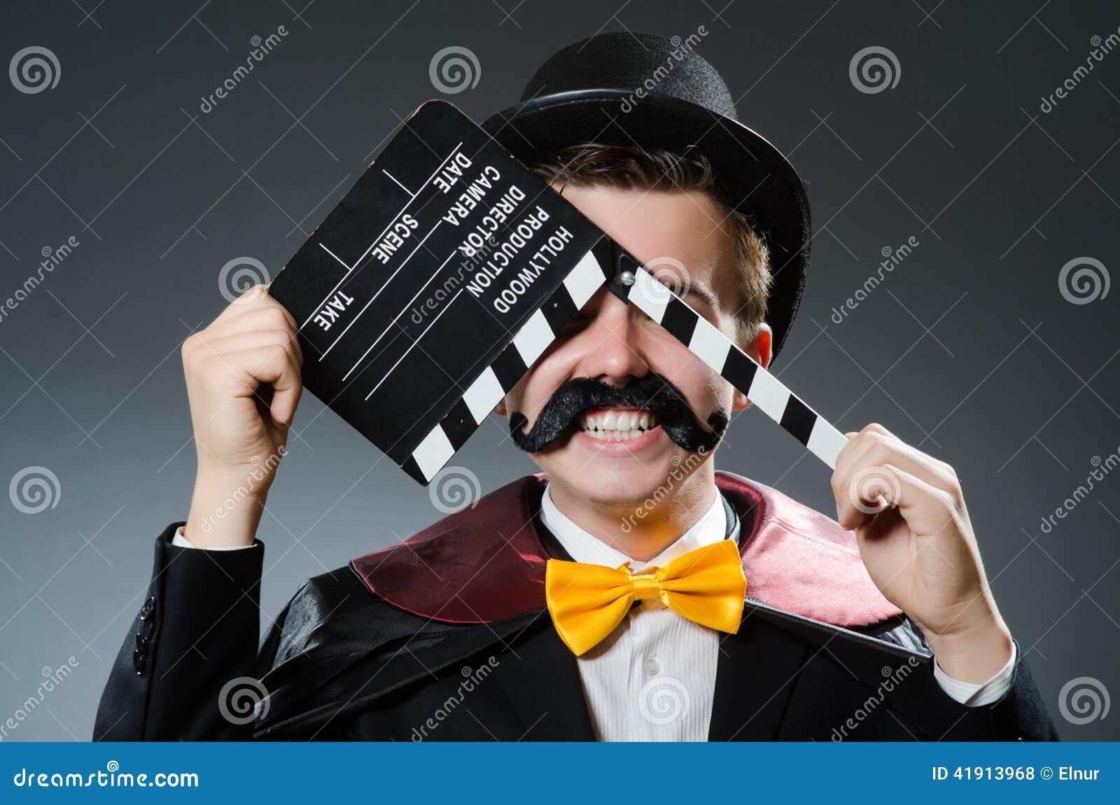 Homem engraçado com filme