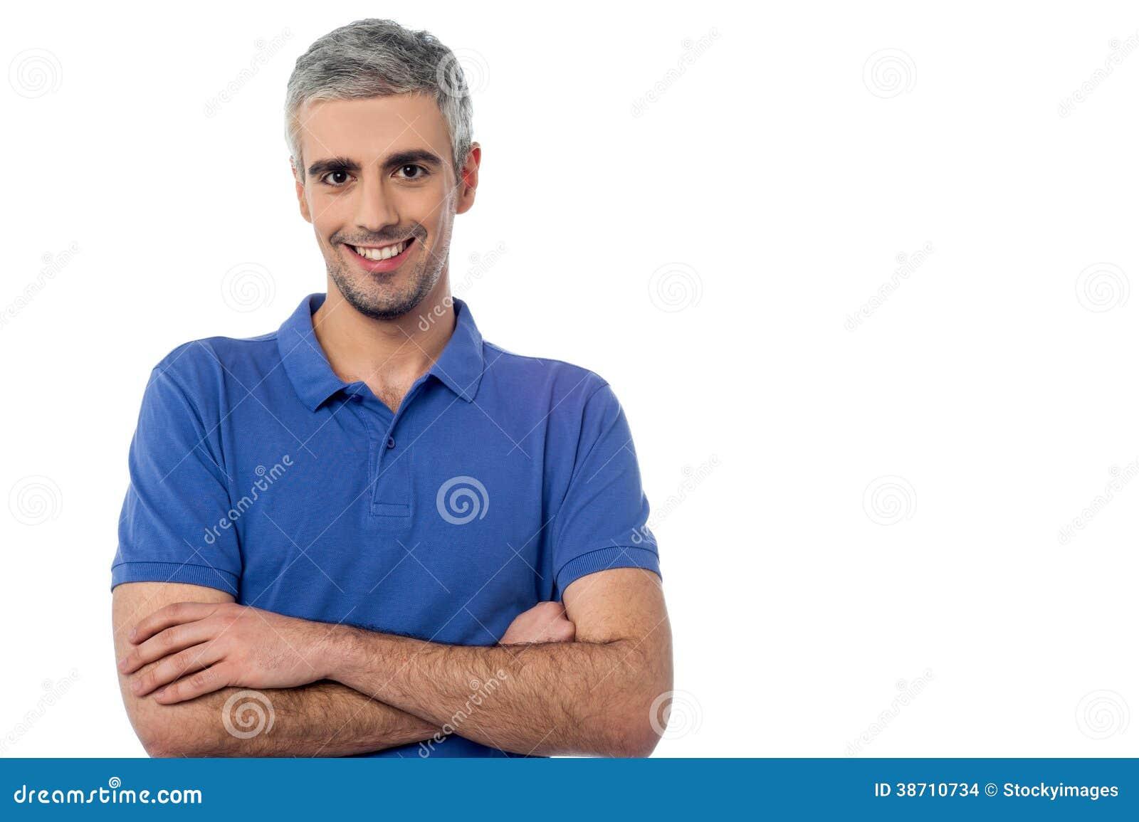 Homem envelhecido meio de sorriso isolado no branco