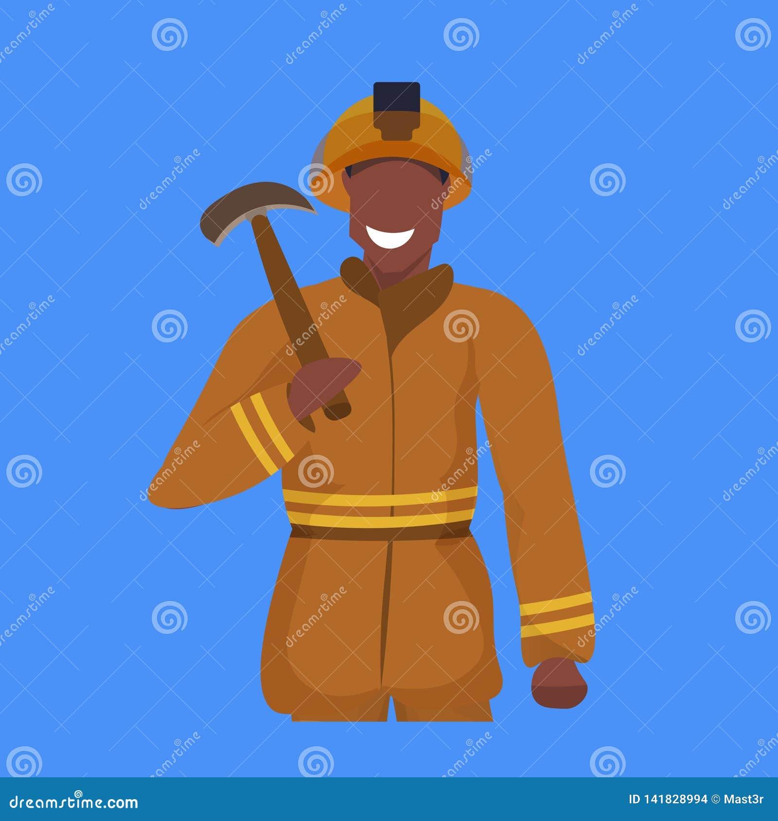 Homem feliz da picareta masculina da terra arrendada do mineiro no retrato profissional uniforme alaranjado do trabalhador da ind