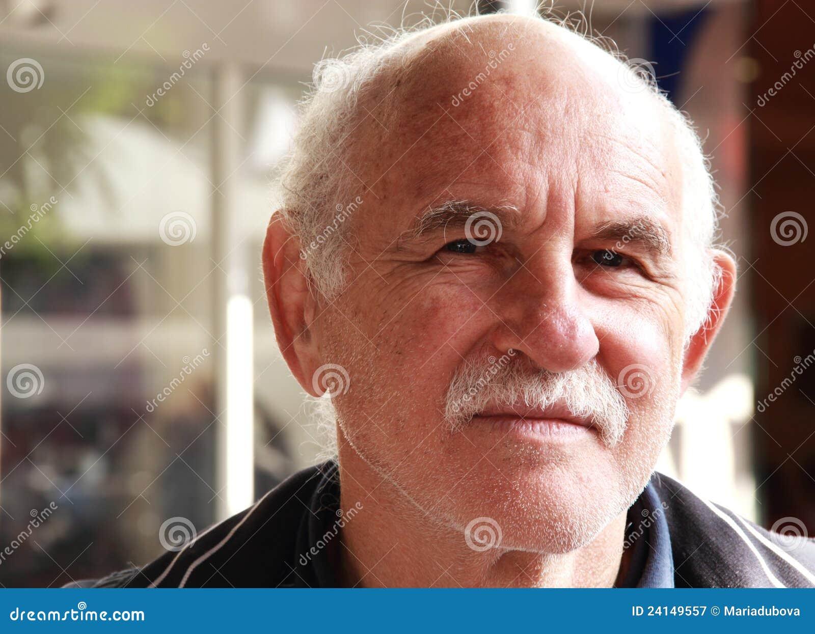 Homem idoso considerável