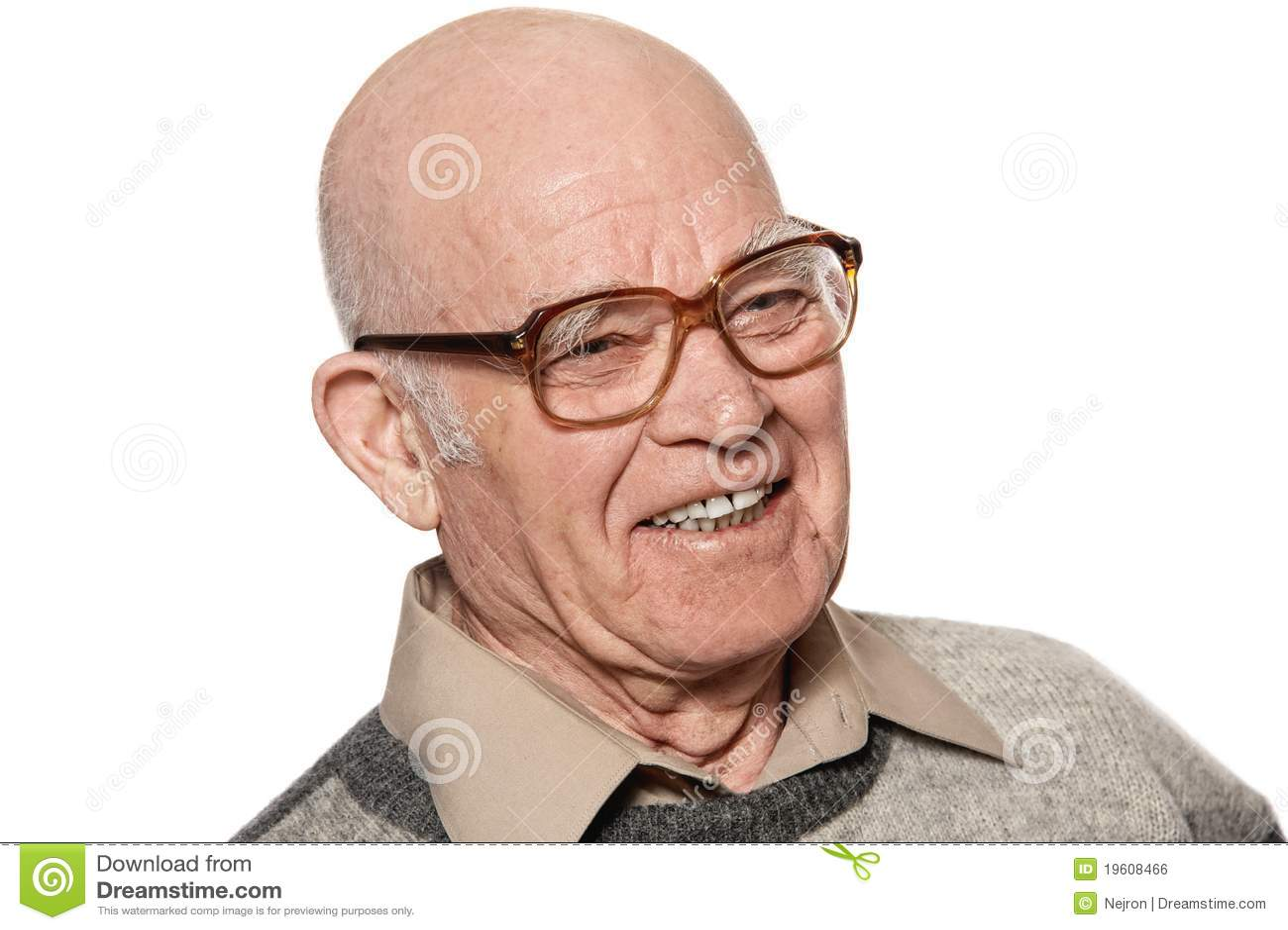 Homem idoso feliz isolado no fundo branco.