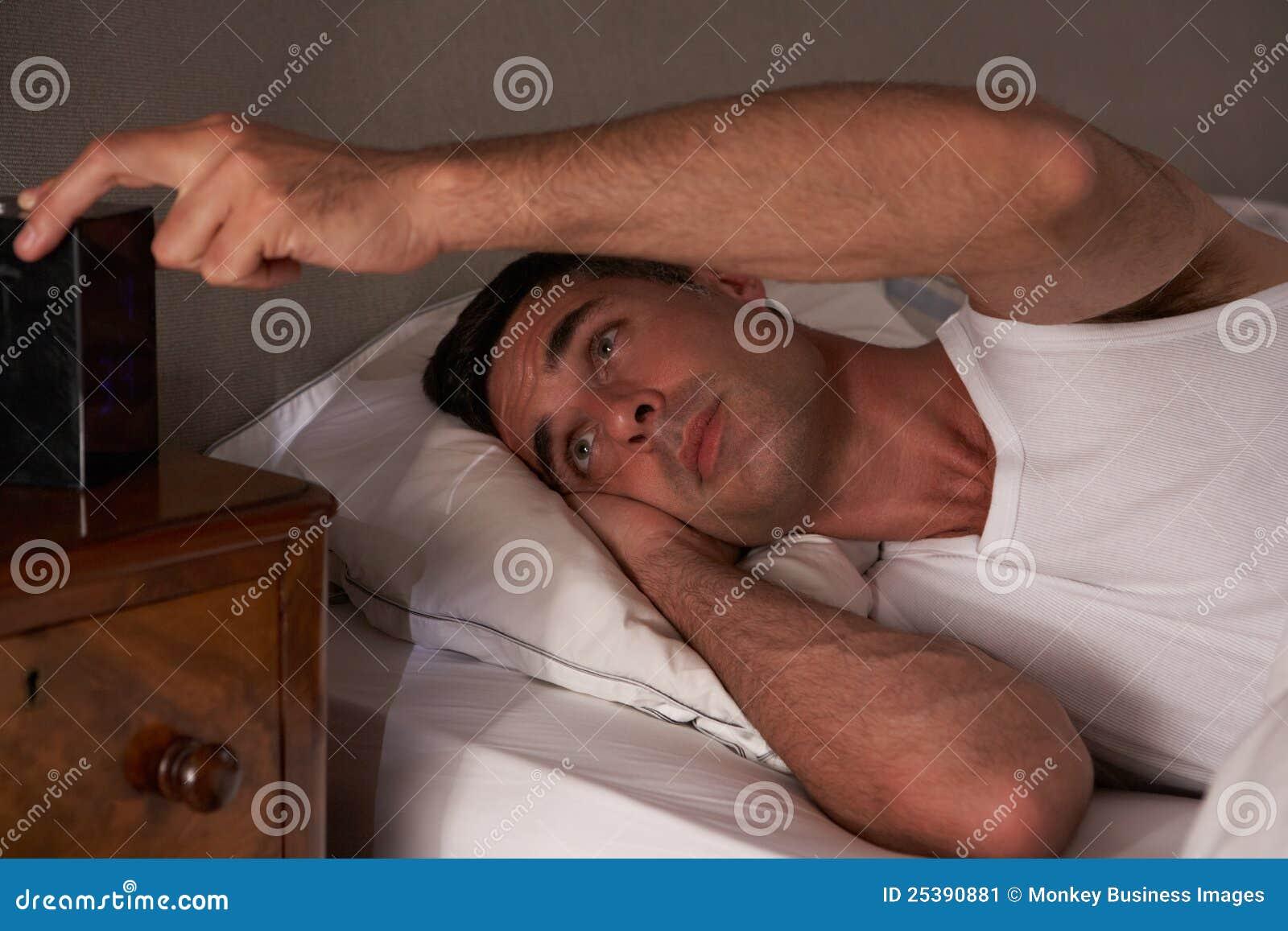 Homem incapaz de dormir