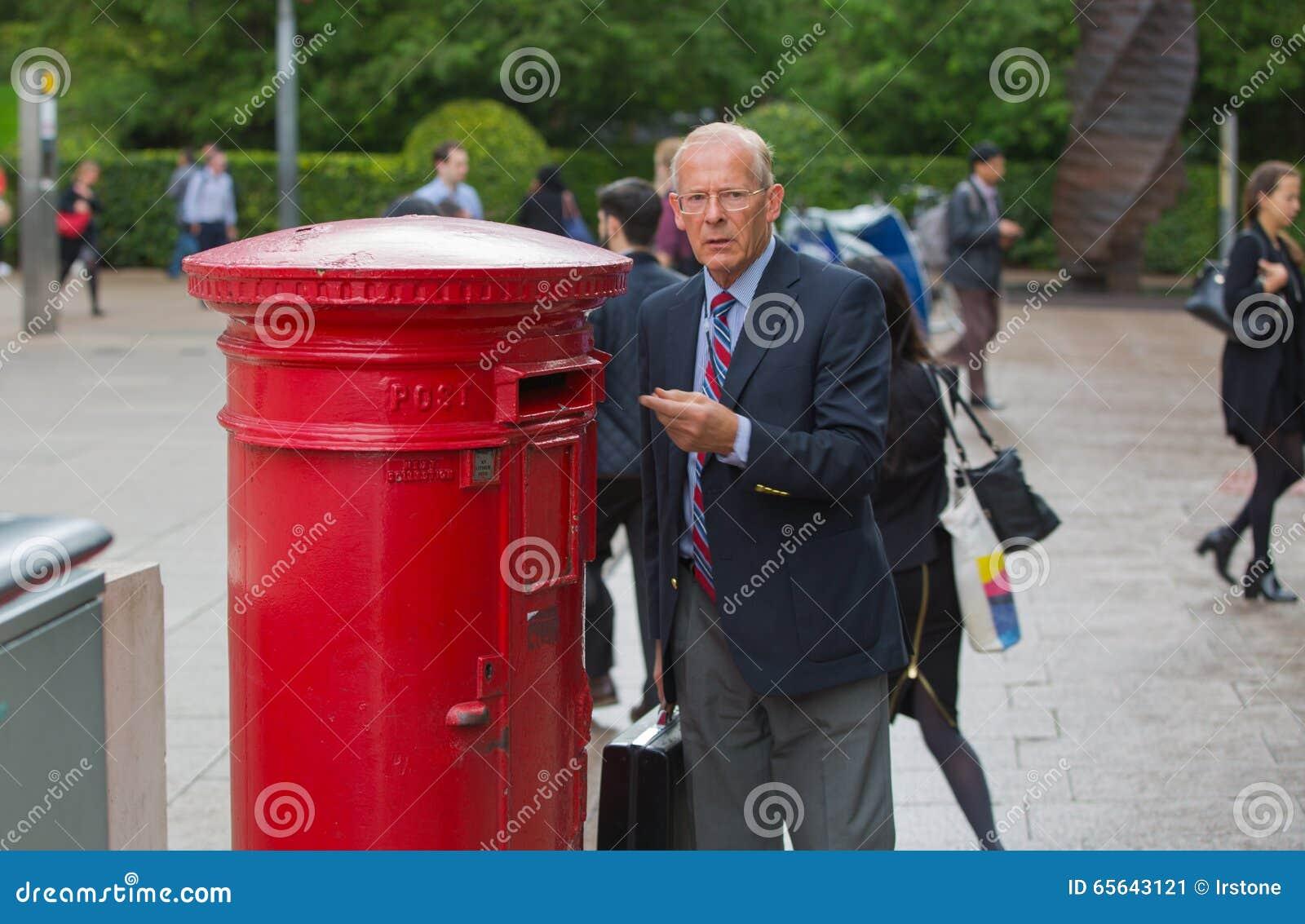 Homem inglês que envia uma carta, Londres