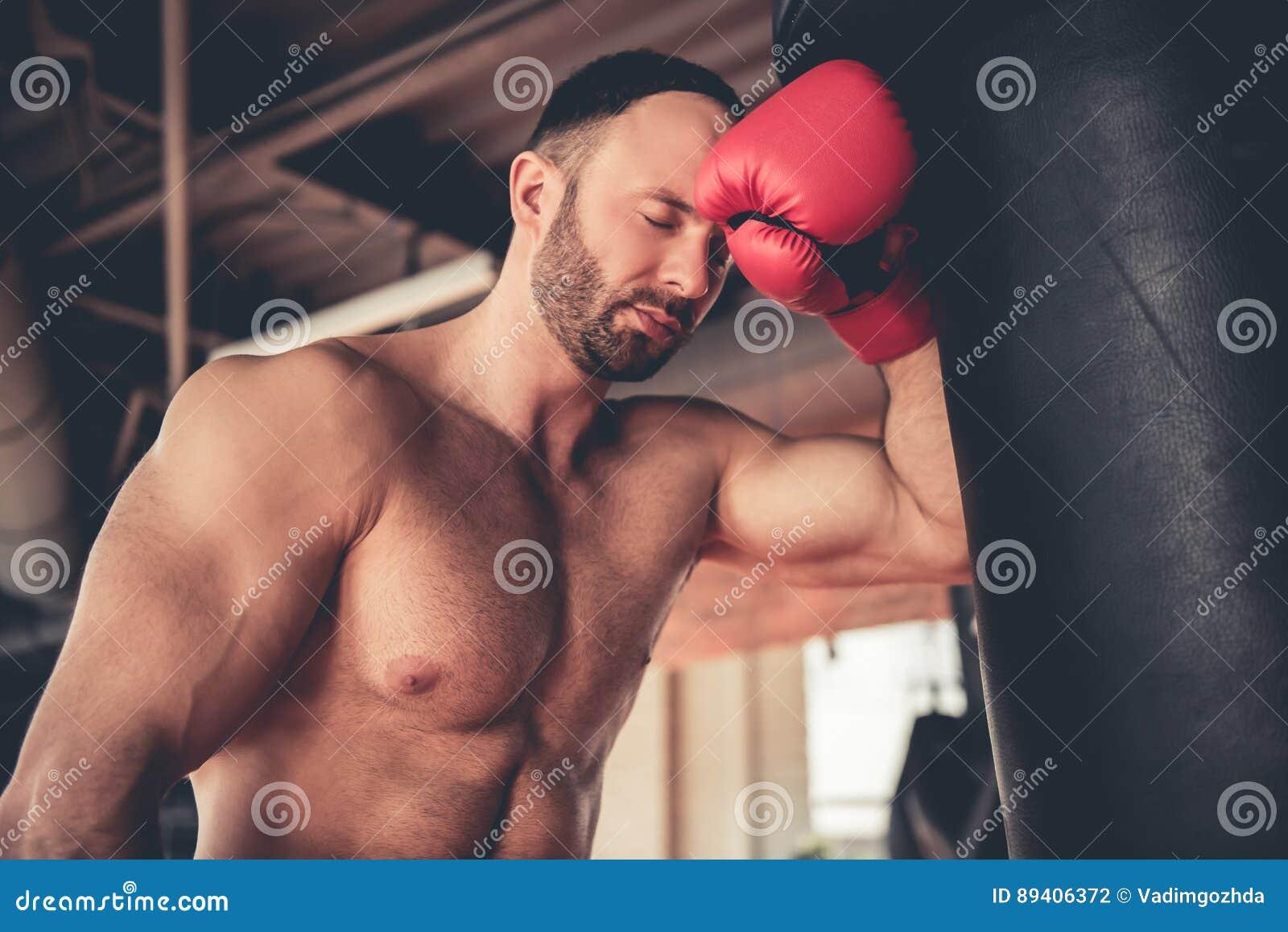 Homem na ginástica