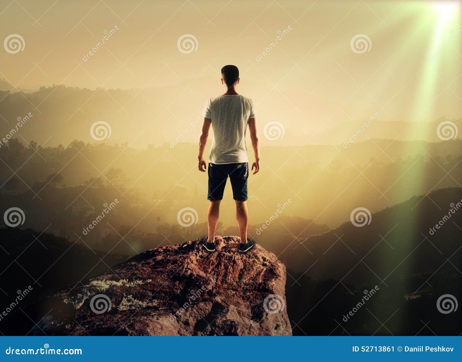 Homem na montanha superior