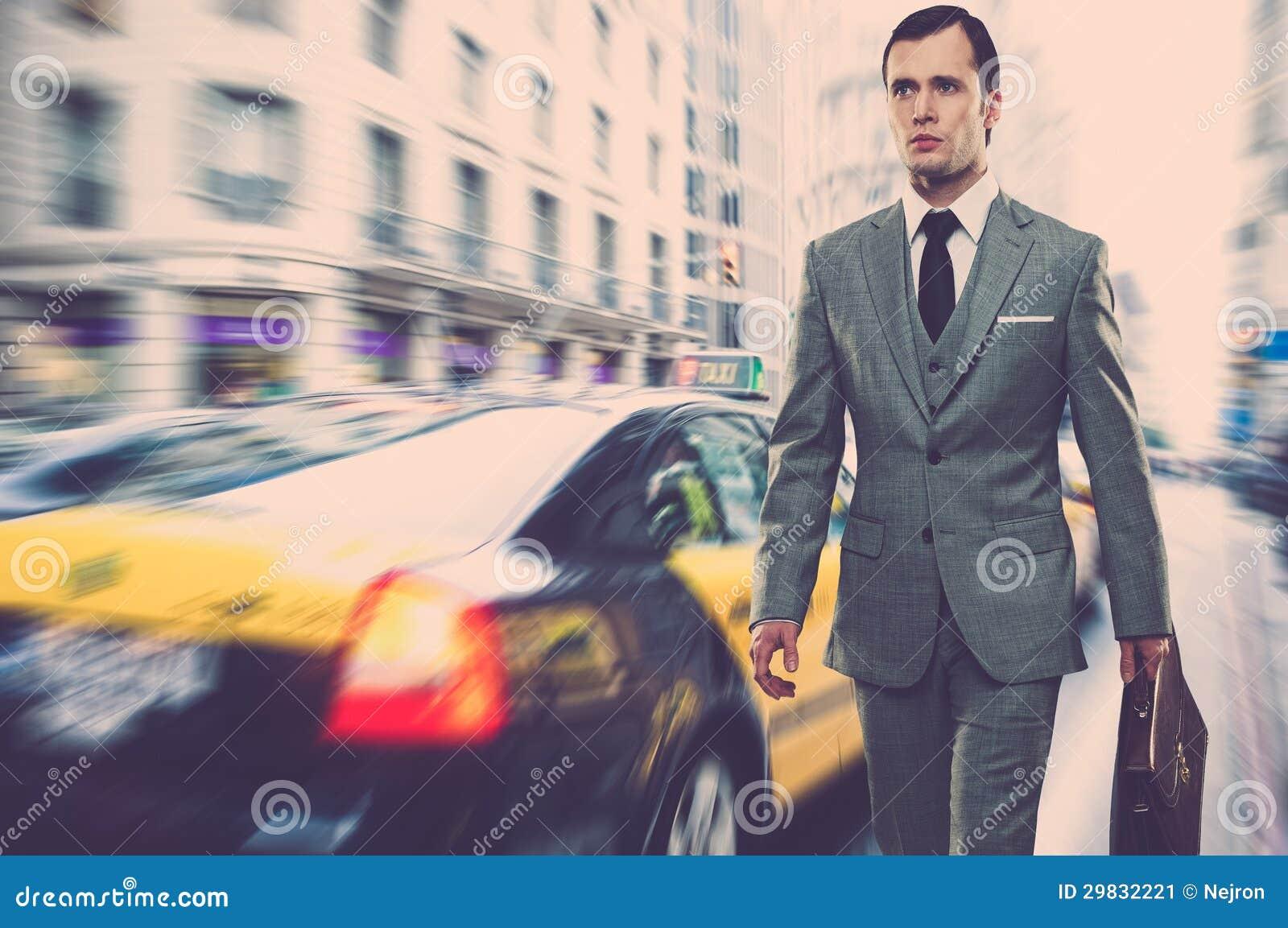 Homem de negócios fora