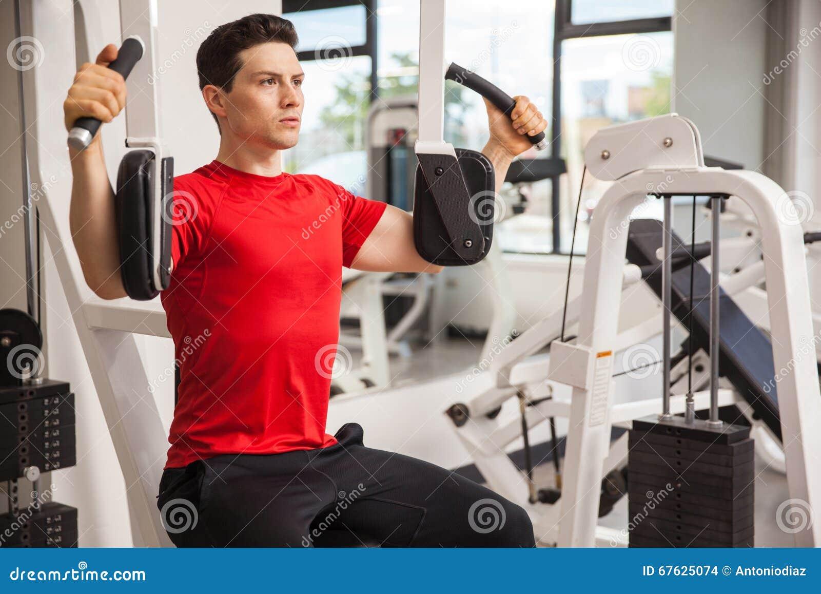 Homem novo que dá certo no gym