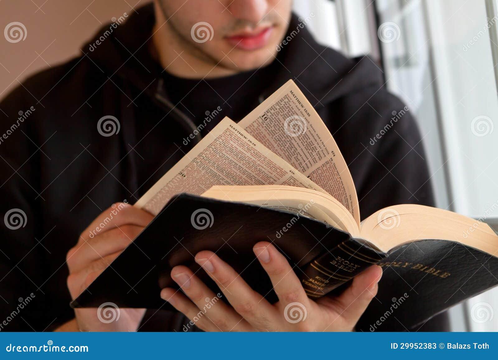 Equipe a Bíblia da leitura