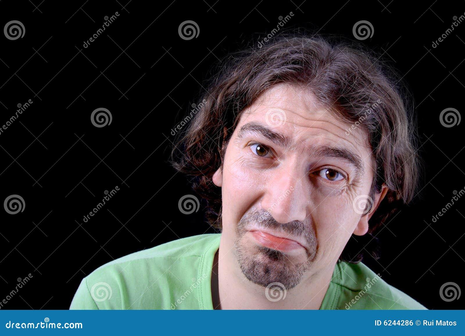 Homem ocasional com uma face de grito