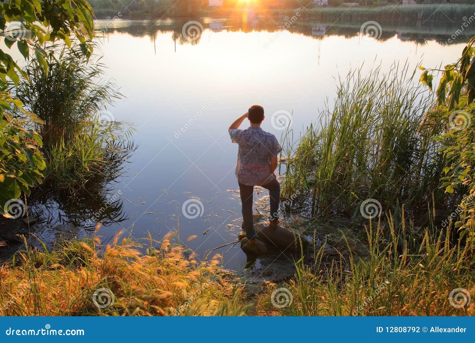 Homem pelo rio