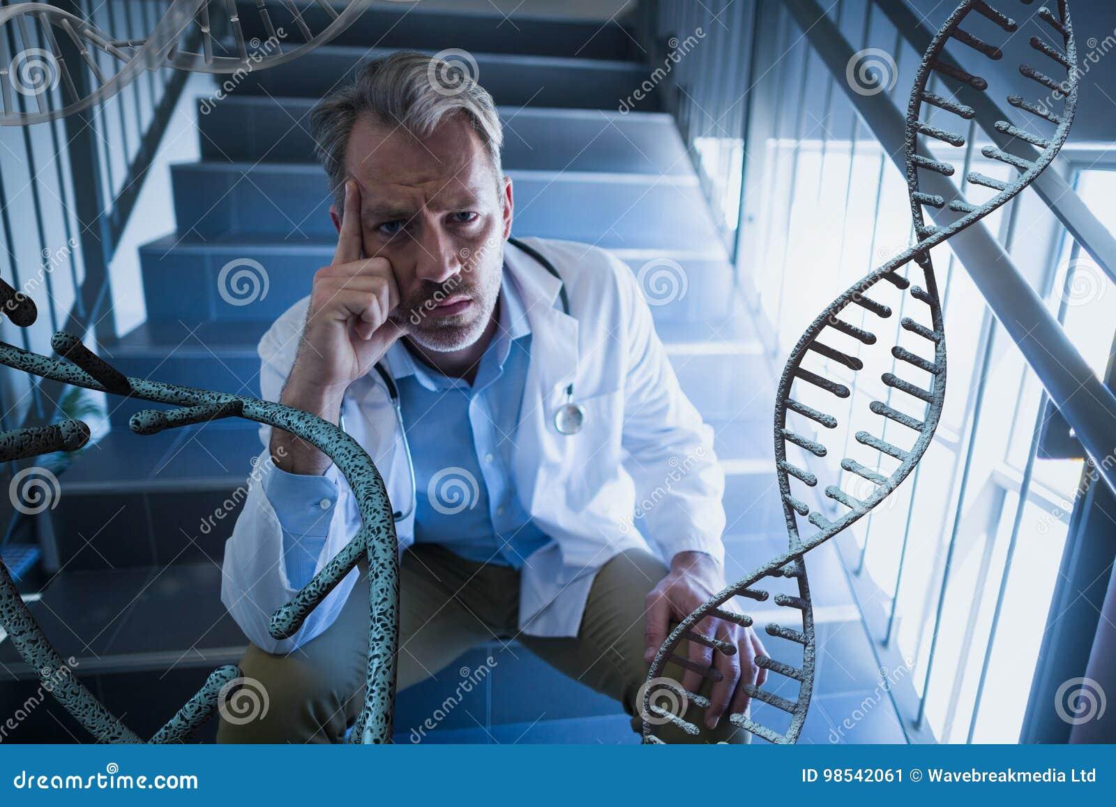 Homem preocupado do doutor que senta-se com as costas do ADN 3D