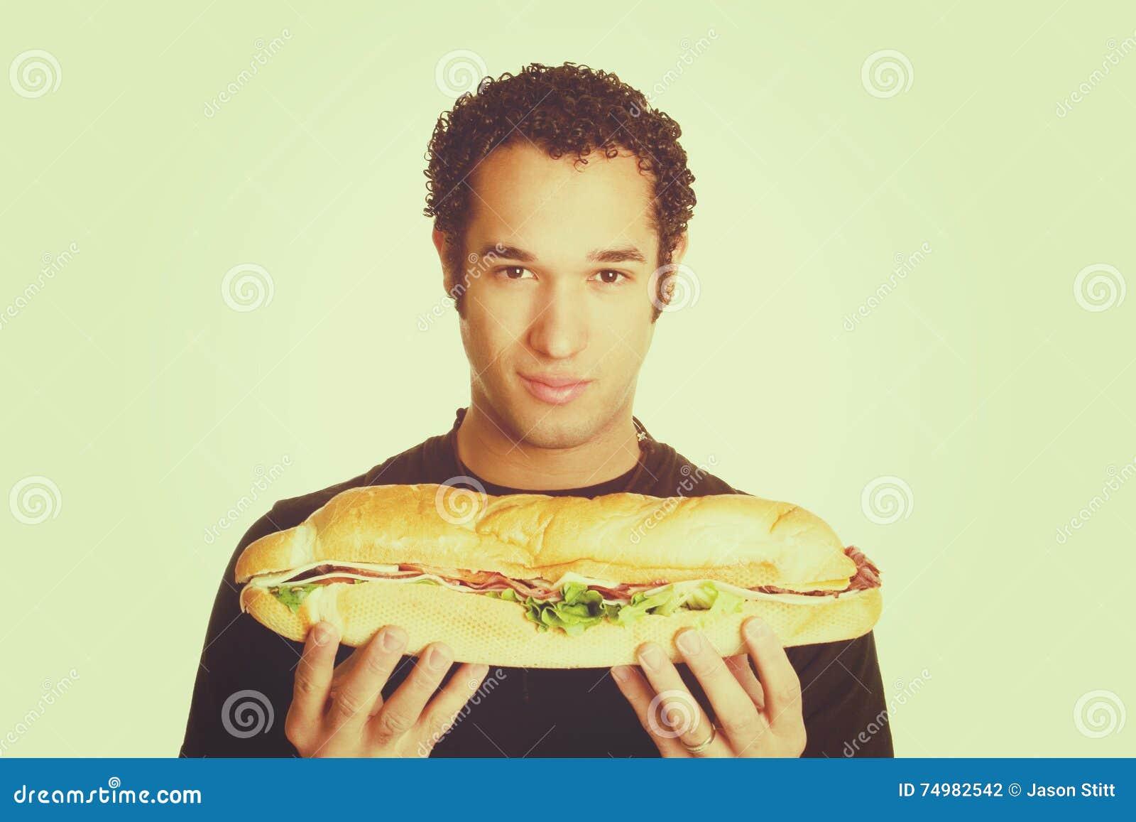 Homem que guarda o sanduíche