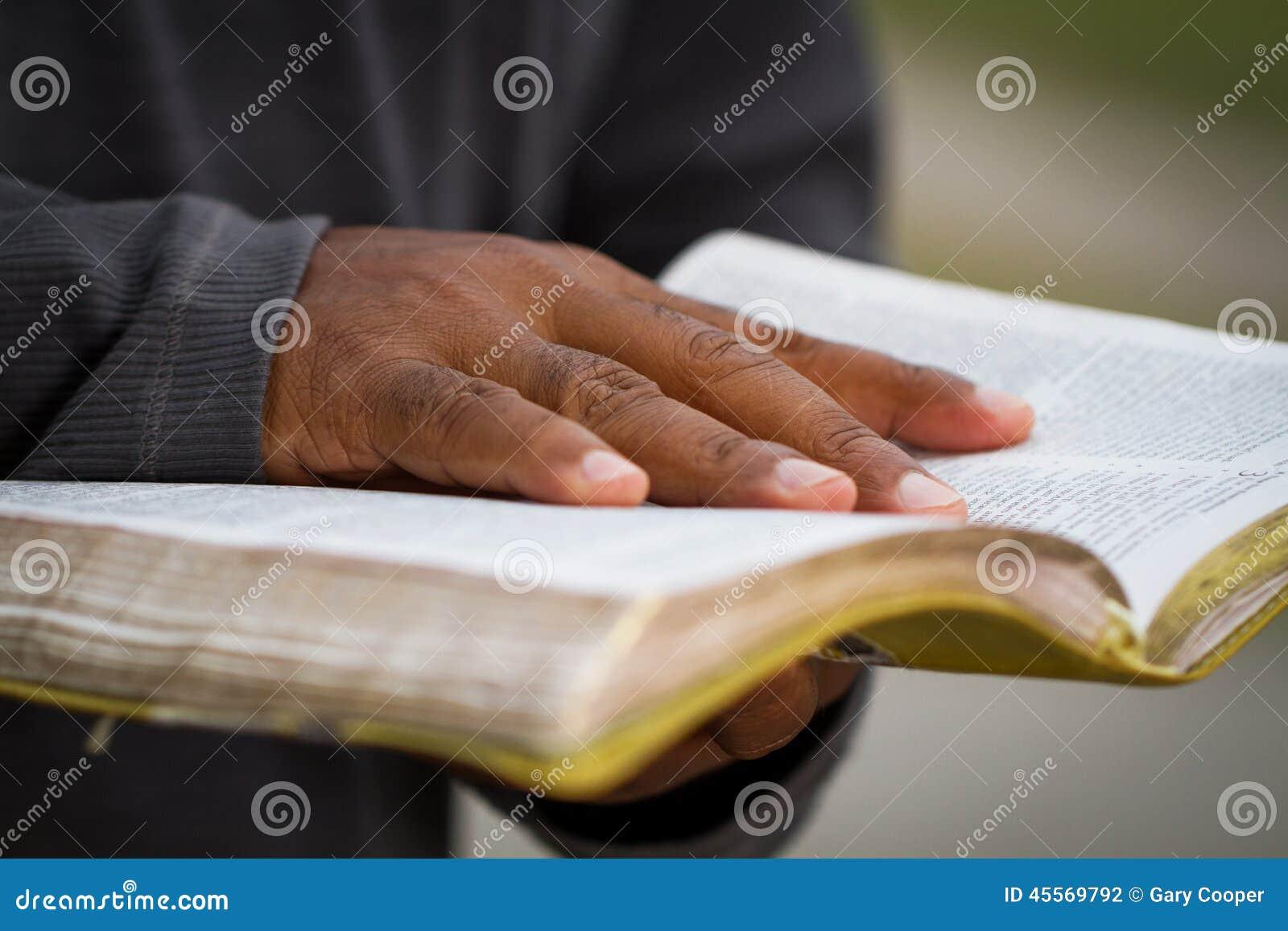 Homem que guardara uma Bíblia