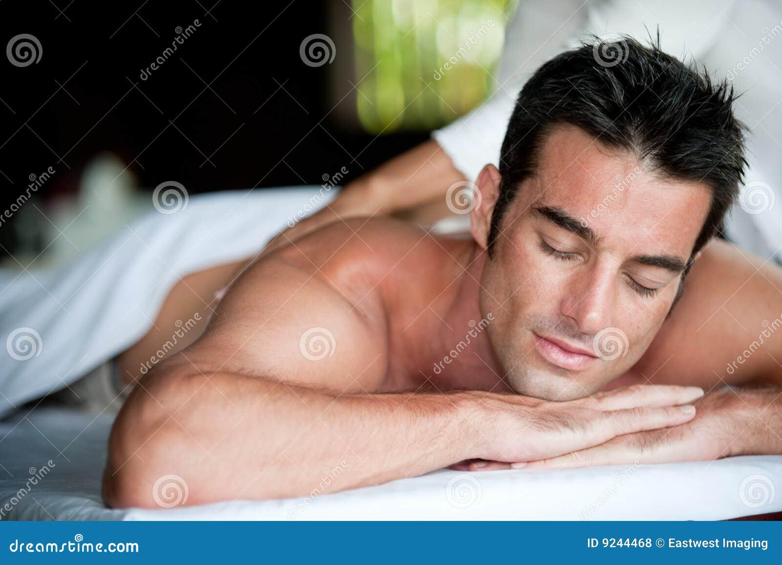 Homem que tem a massagem