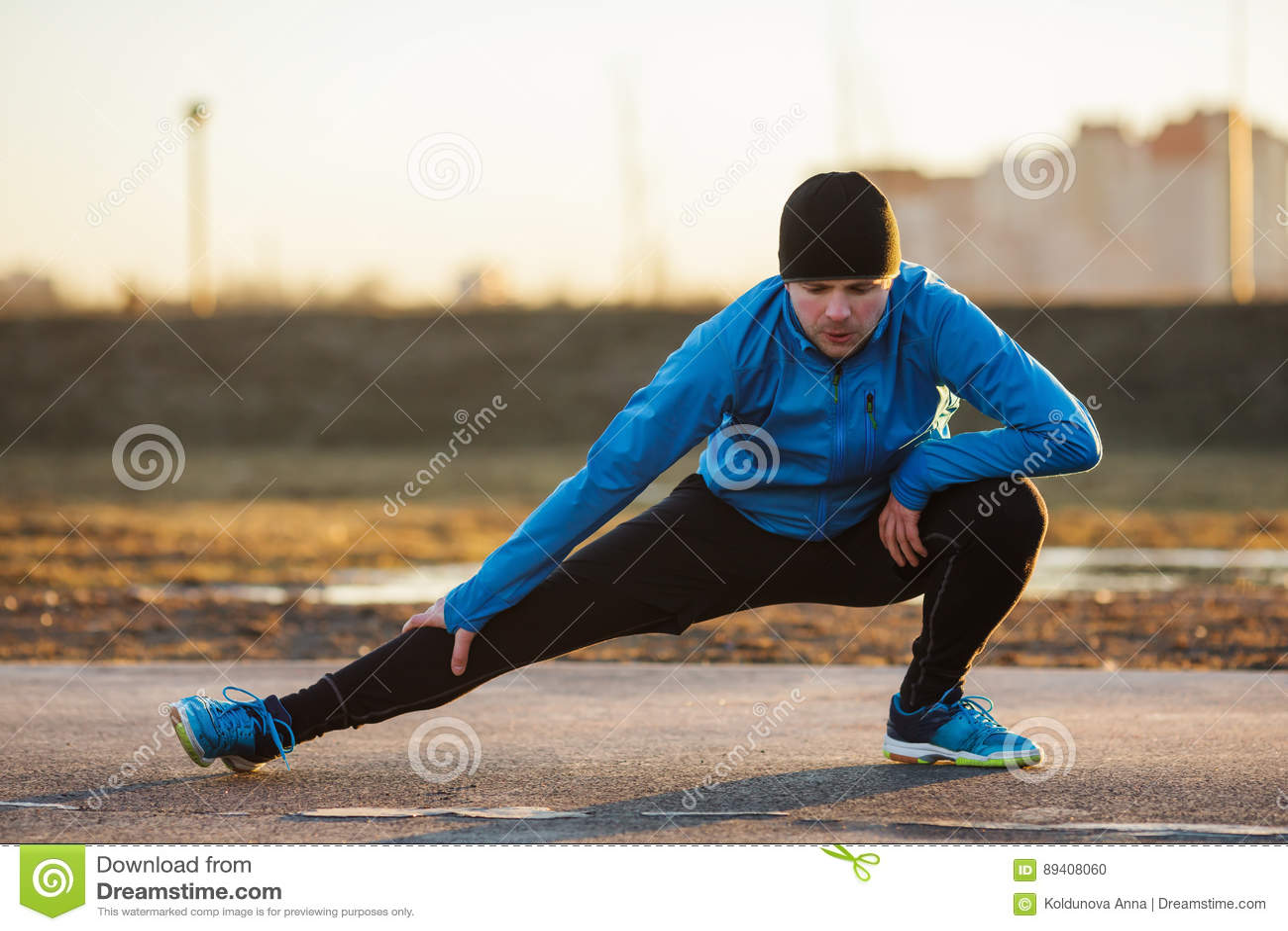 Homem que vai dentro para o esporte fora