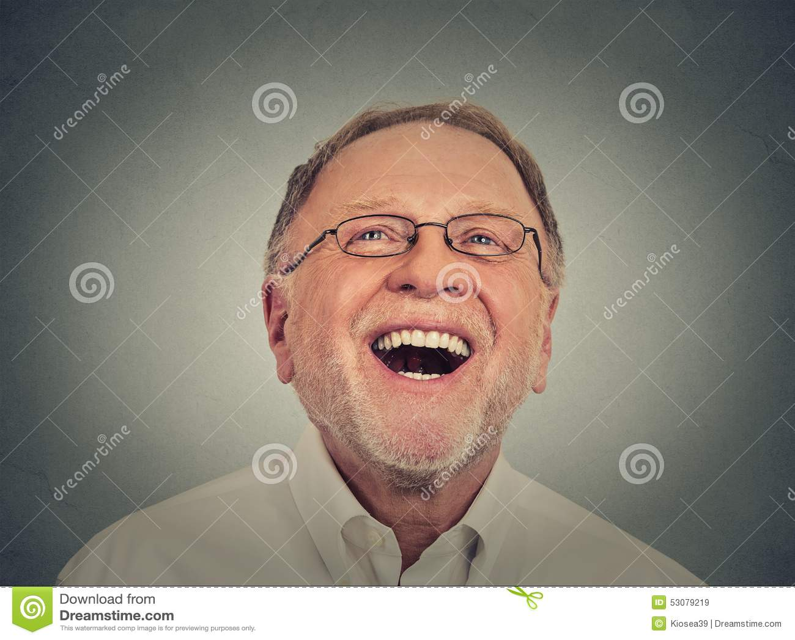 Homem sênior de riso