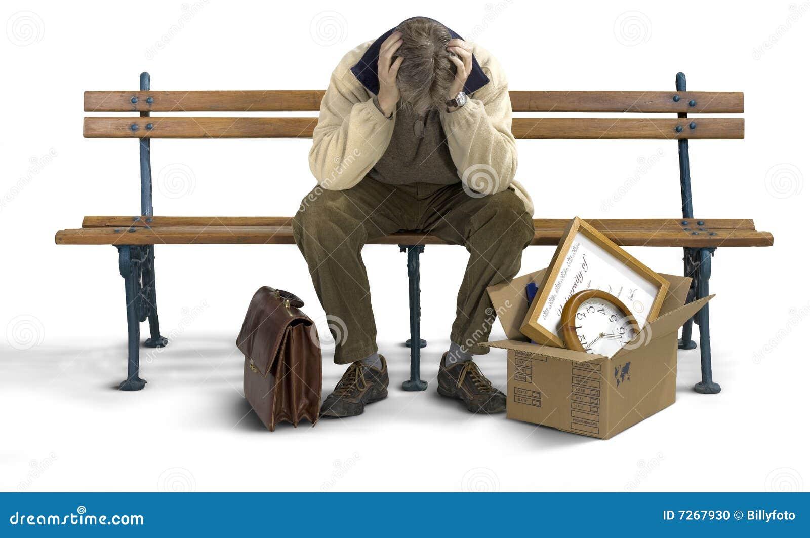 Homem triste em um banco