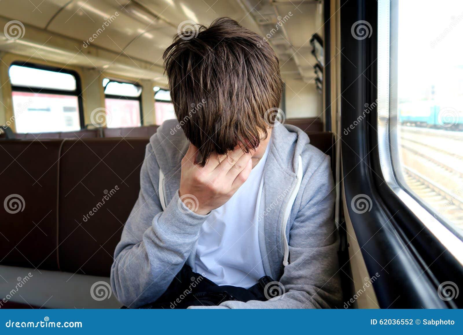 Homem triste no trem