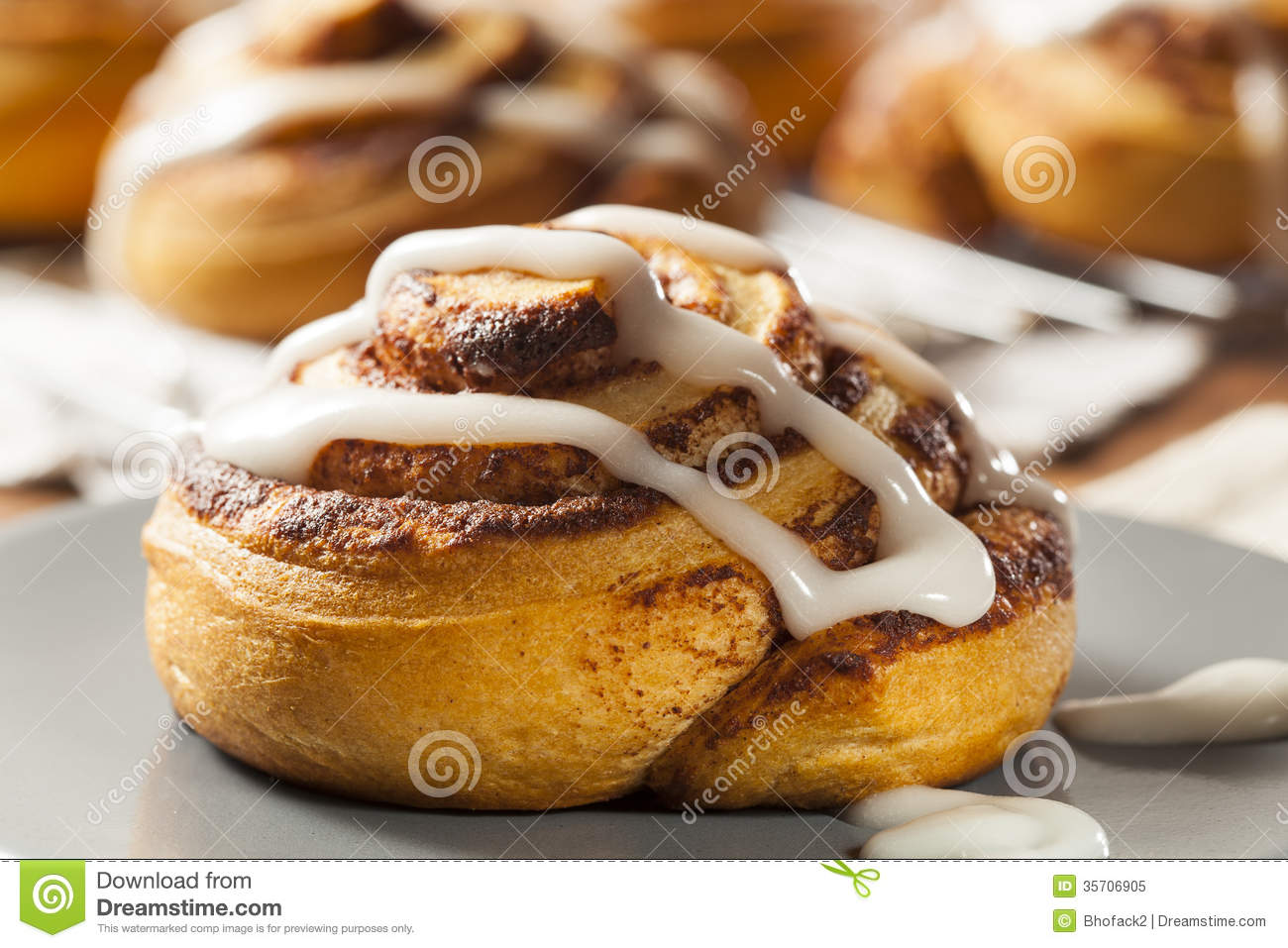 Cinnamon Buns Clip Art Homemade cinnamon roll pastry