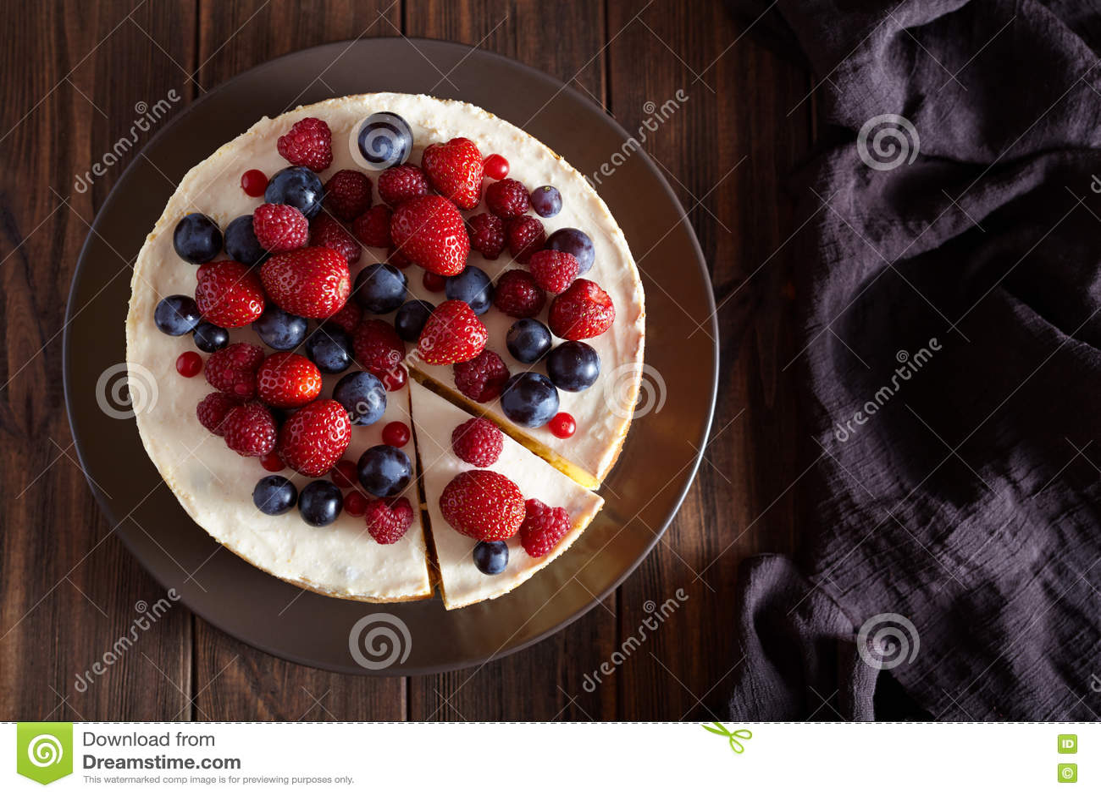 Pound Cake Mascarpone Berries